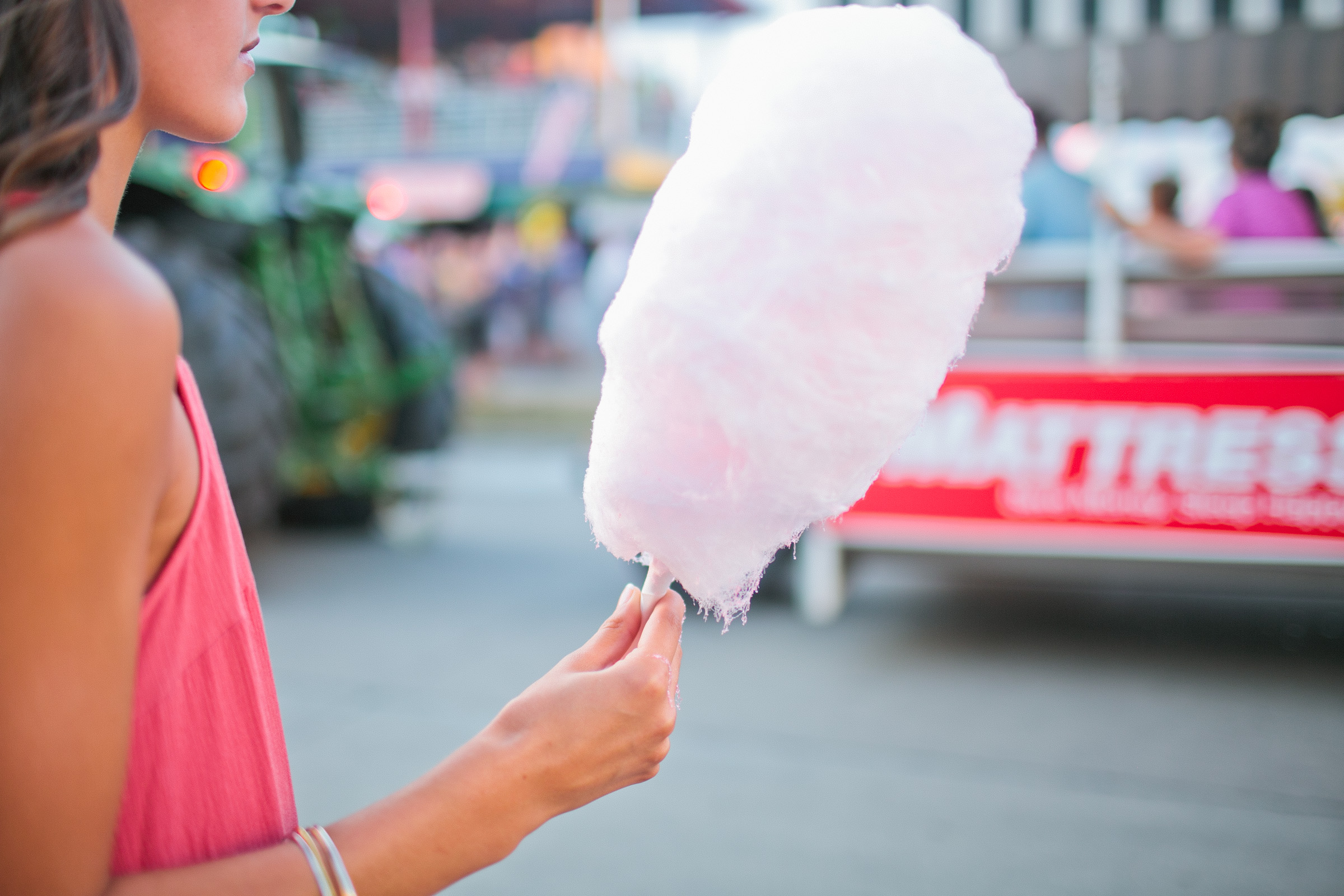 cotton candy styled senior pictures Iowa State Fair