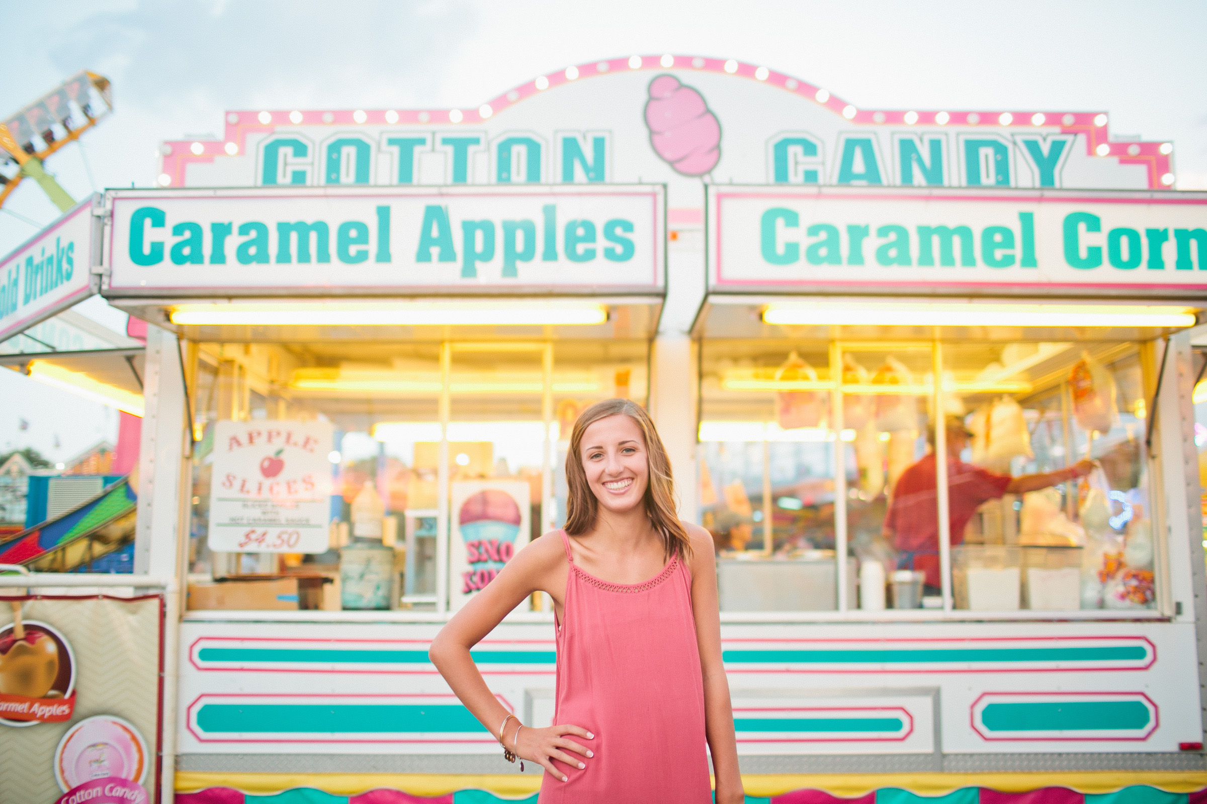 cotton candy caramel apples at Iowa state Fair senior pictures Des Moines