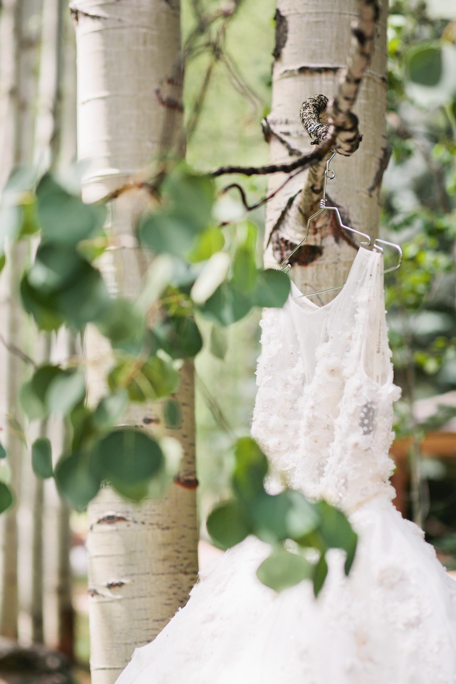 bouquet_vail_colorado_puffy_wedding_dress