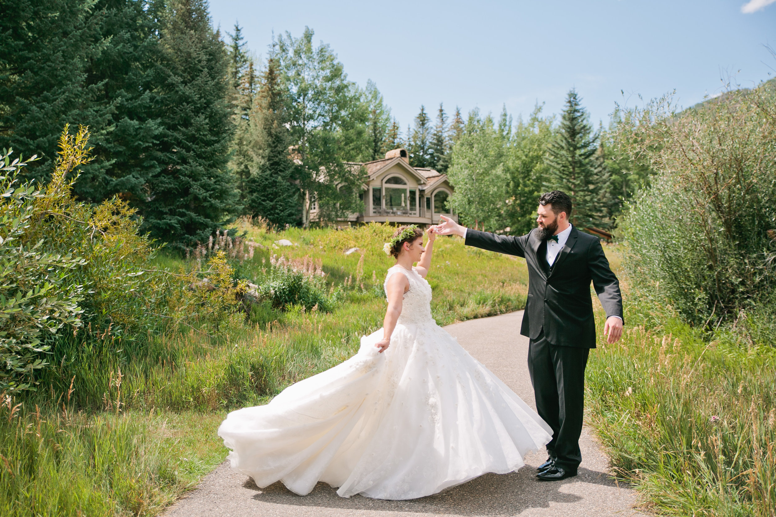 Des Moines Iowa wedding photographers and dress stores