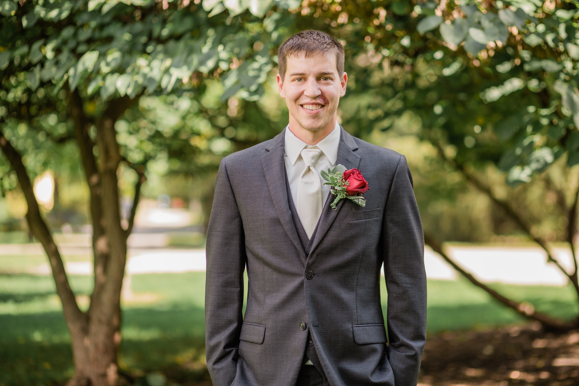 wedding photos on Iowa State University Central Campus
