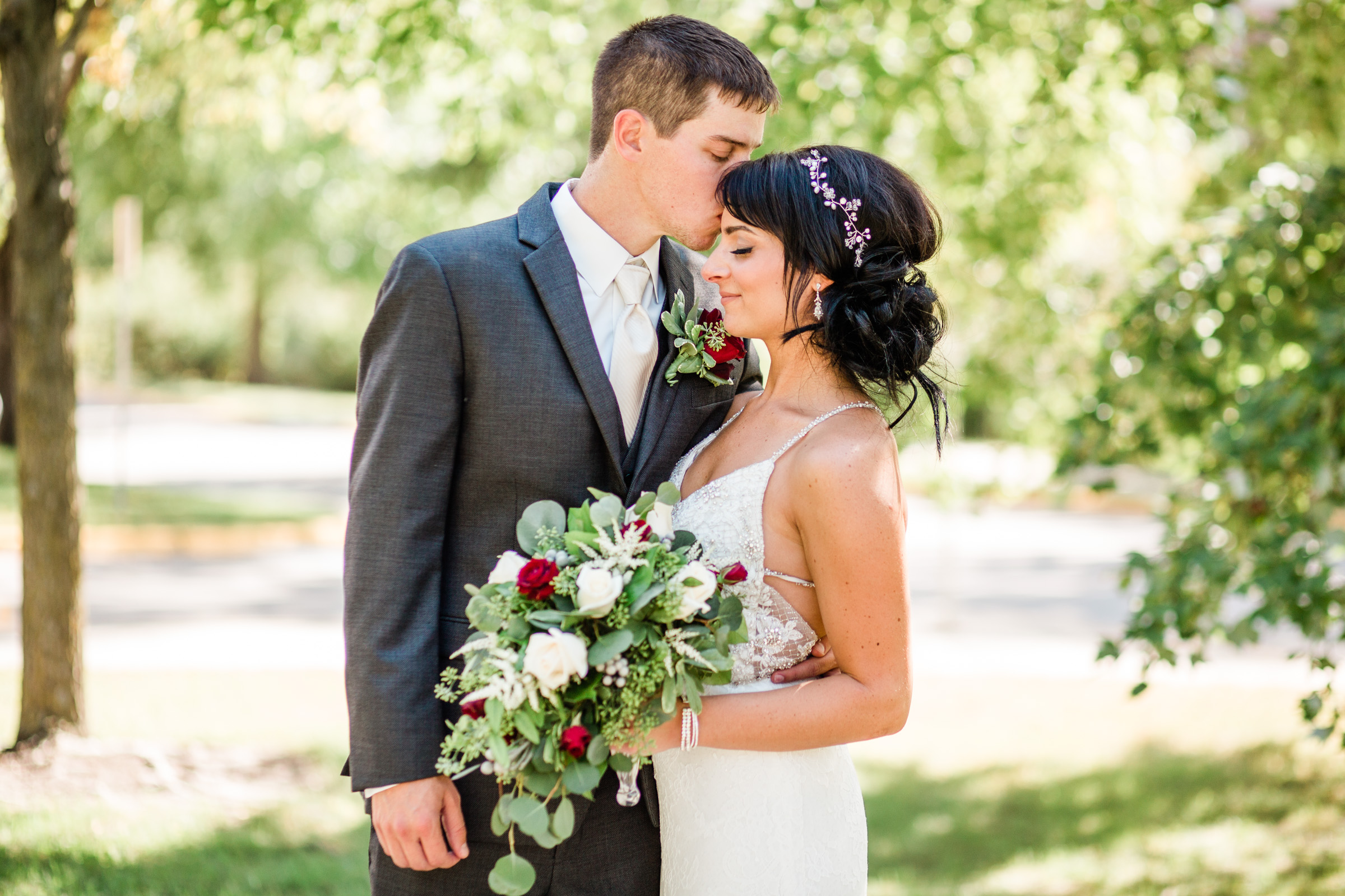outdoor wedding photos Iowa Des Moines Dubuque Iowa City Marshalltown Cedar Falls amelia renee