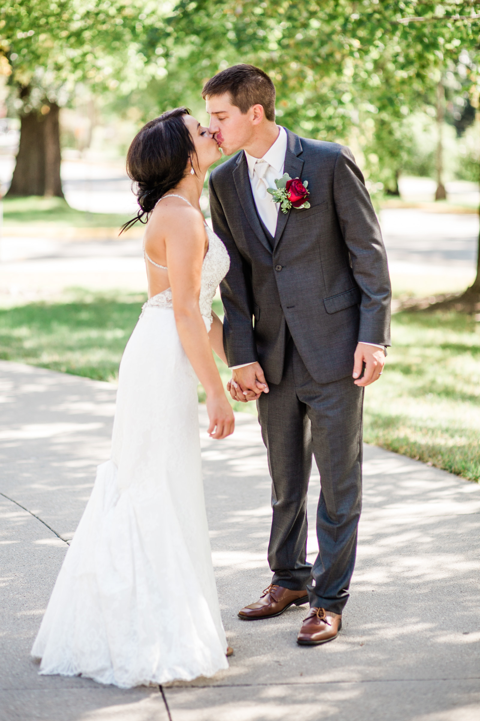 prairie_moon_winery_ames_iowa_outdoor_wedding_photographers