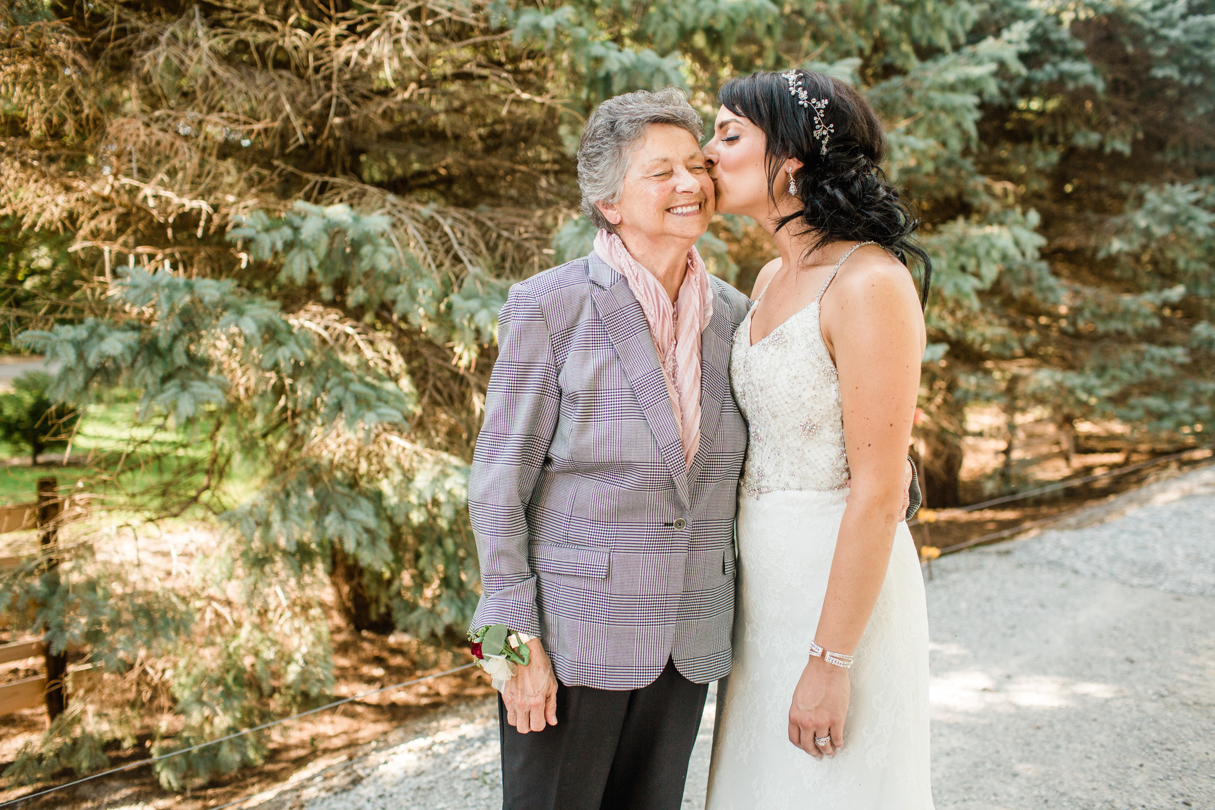 iowa wedding photographers Amelia Renee bride and grandma
