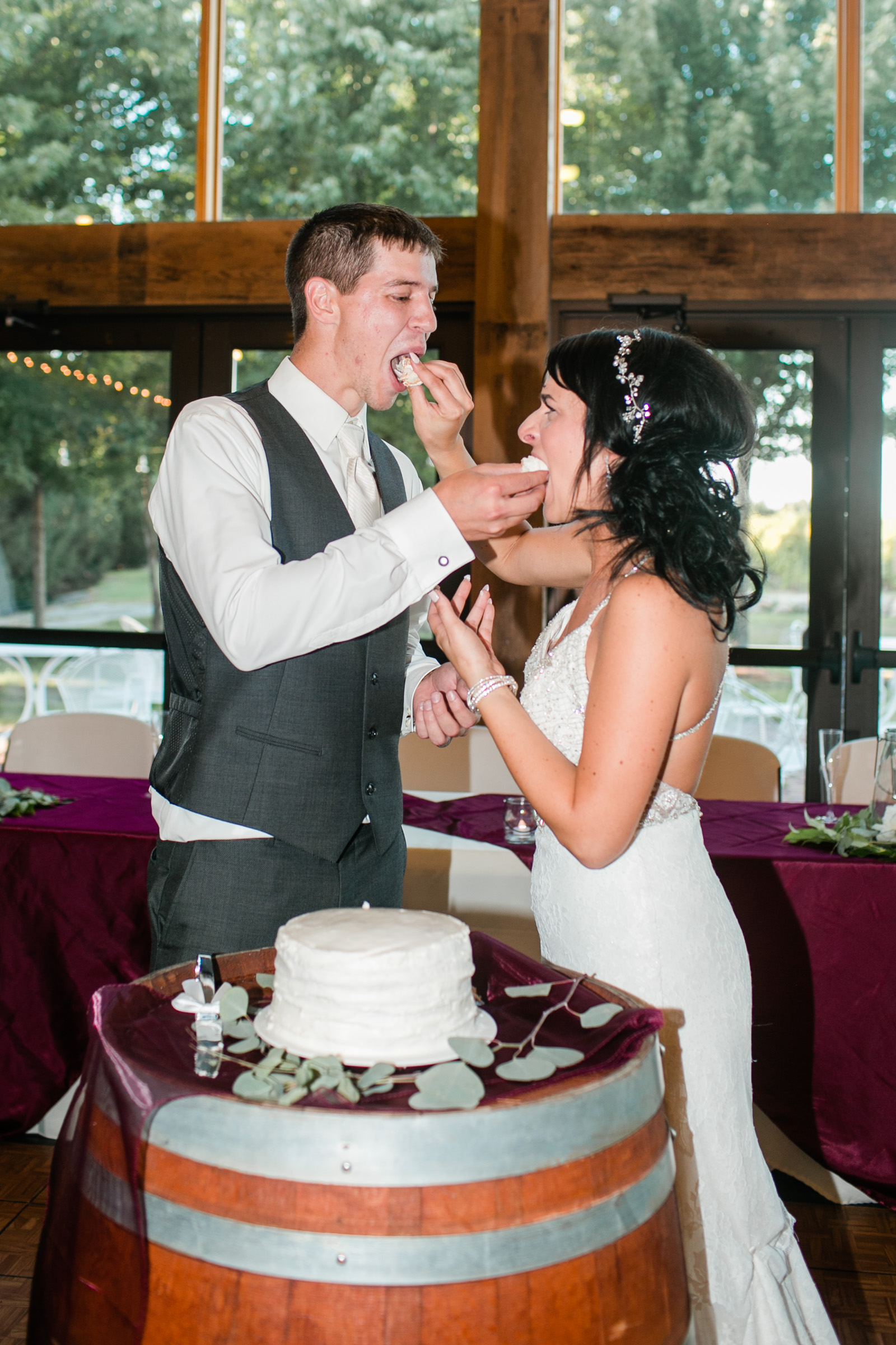 cake_smash_tradition_Iowa_wedding