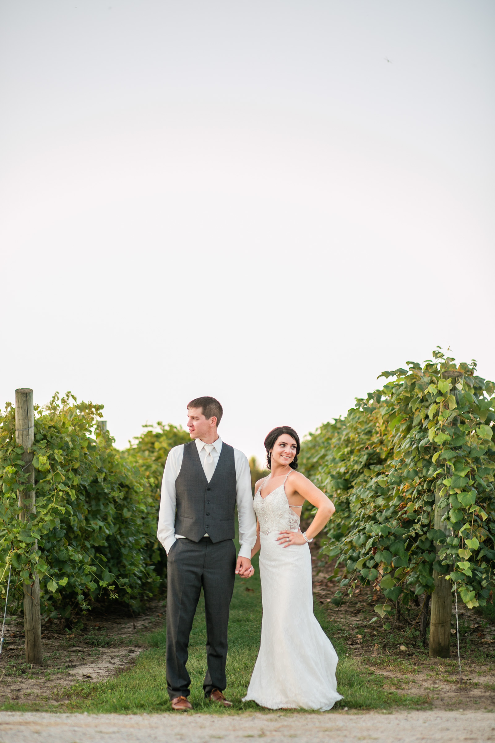 outside wedding pictures winery iowa Des MOines
