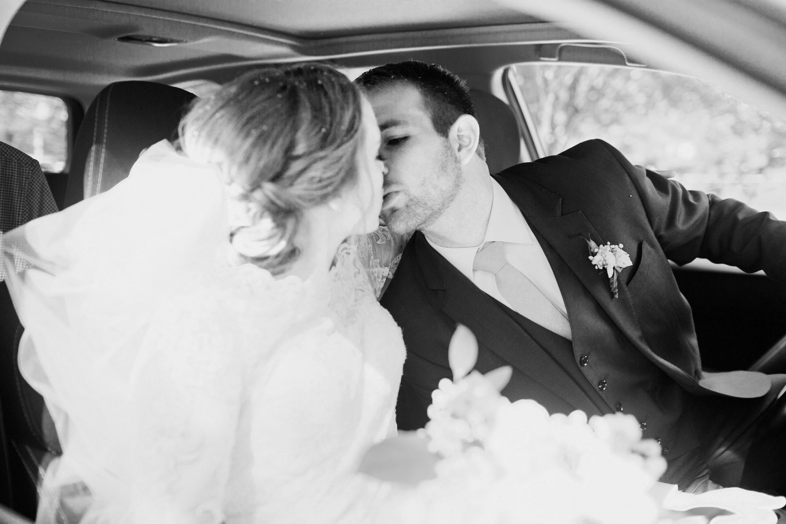 Omaha-wedding-photographers-cheap-romatnic-435.jpg