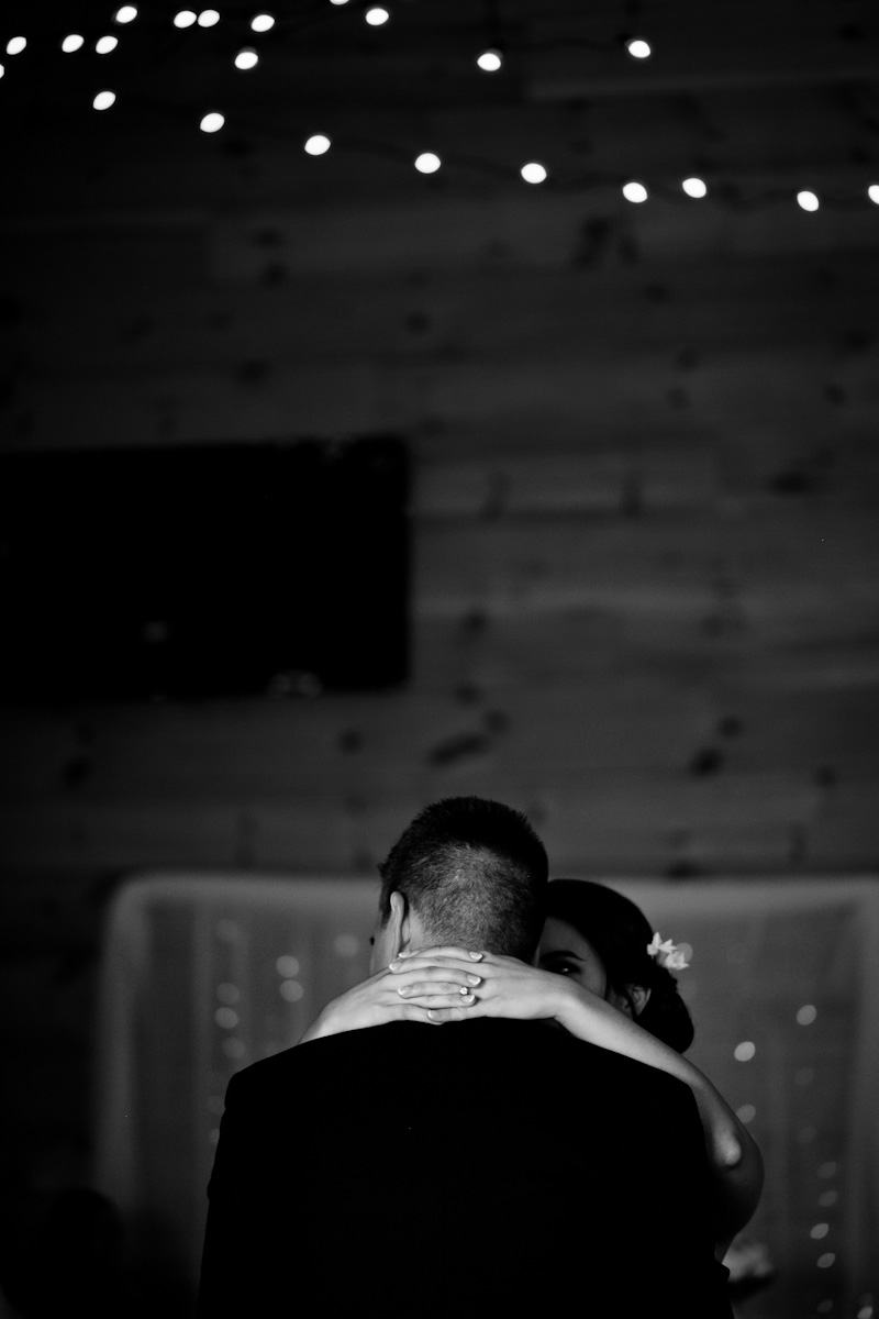 first dance wedding photos sunset ridge barn