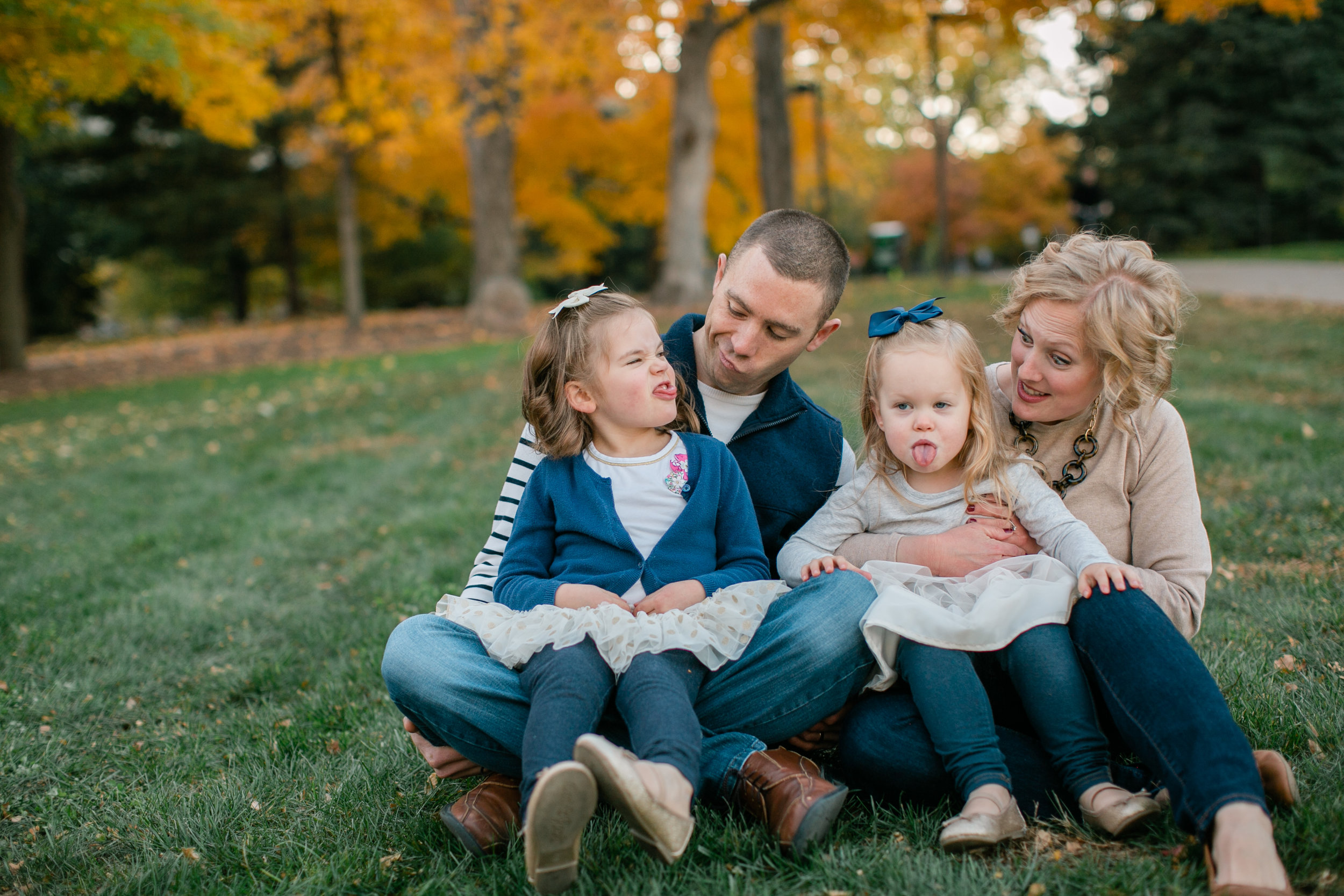 fun des moines iowa family photos with young kids