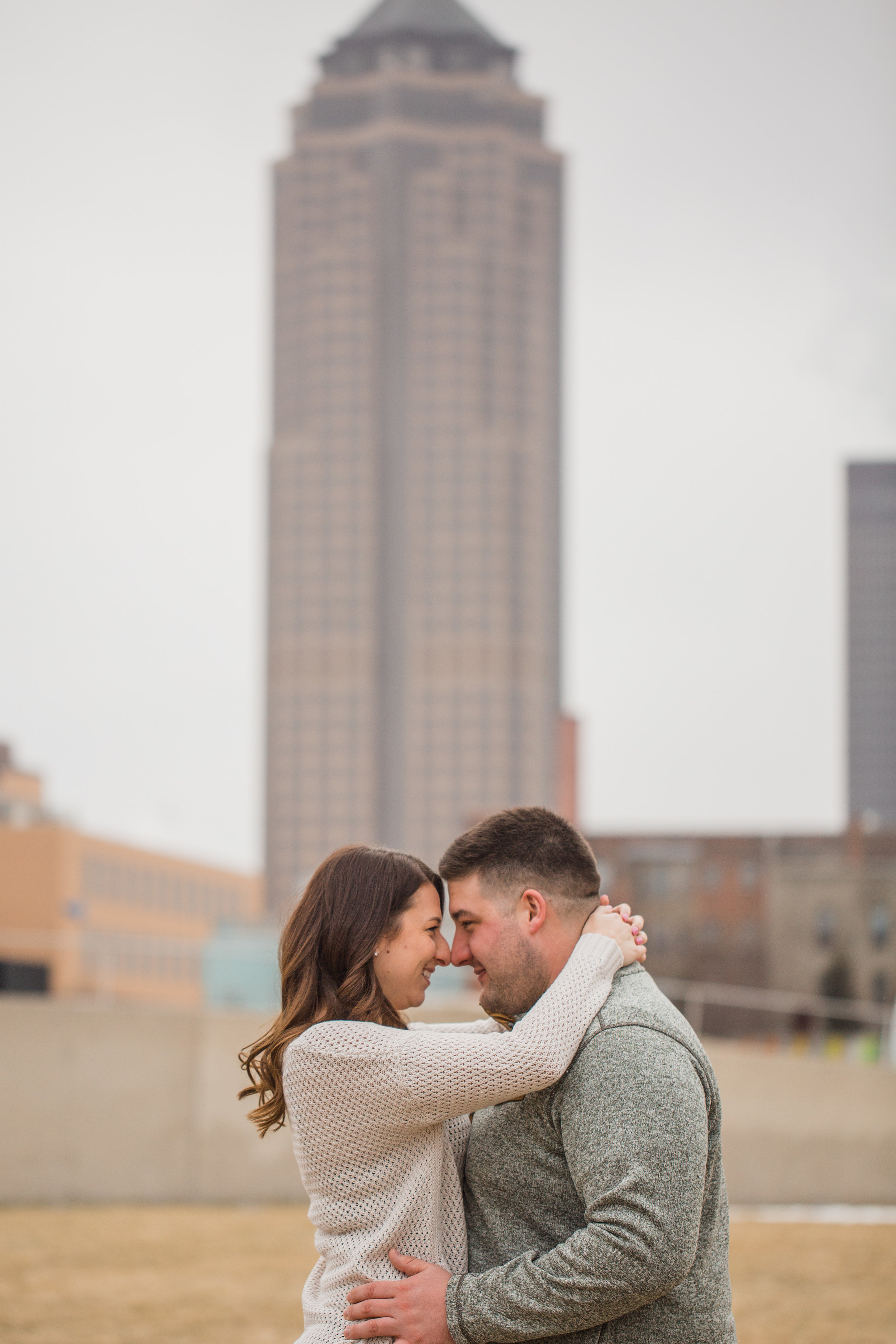 downtown des moines iowa engagement pictures principal park building