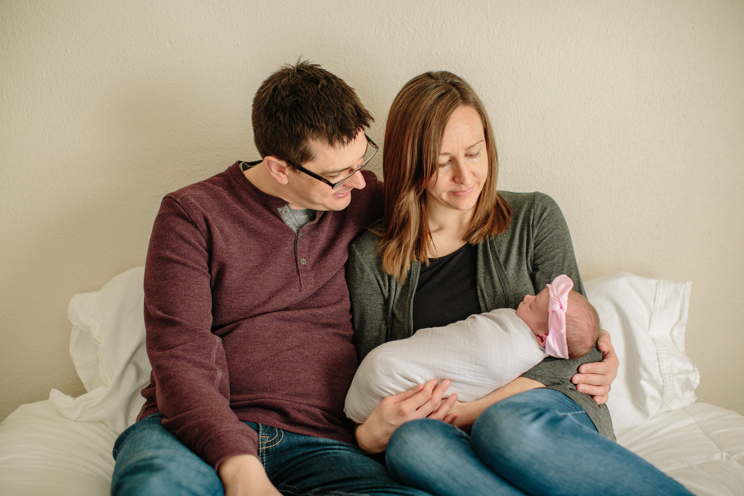 ankeny iowa des moines newborn photography in home lifestyle photos