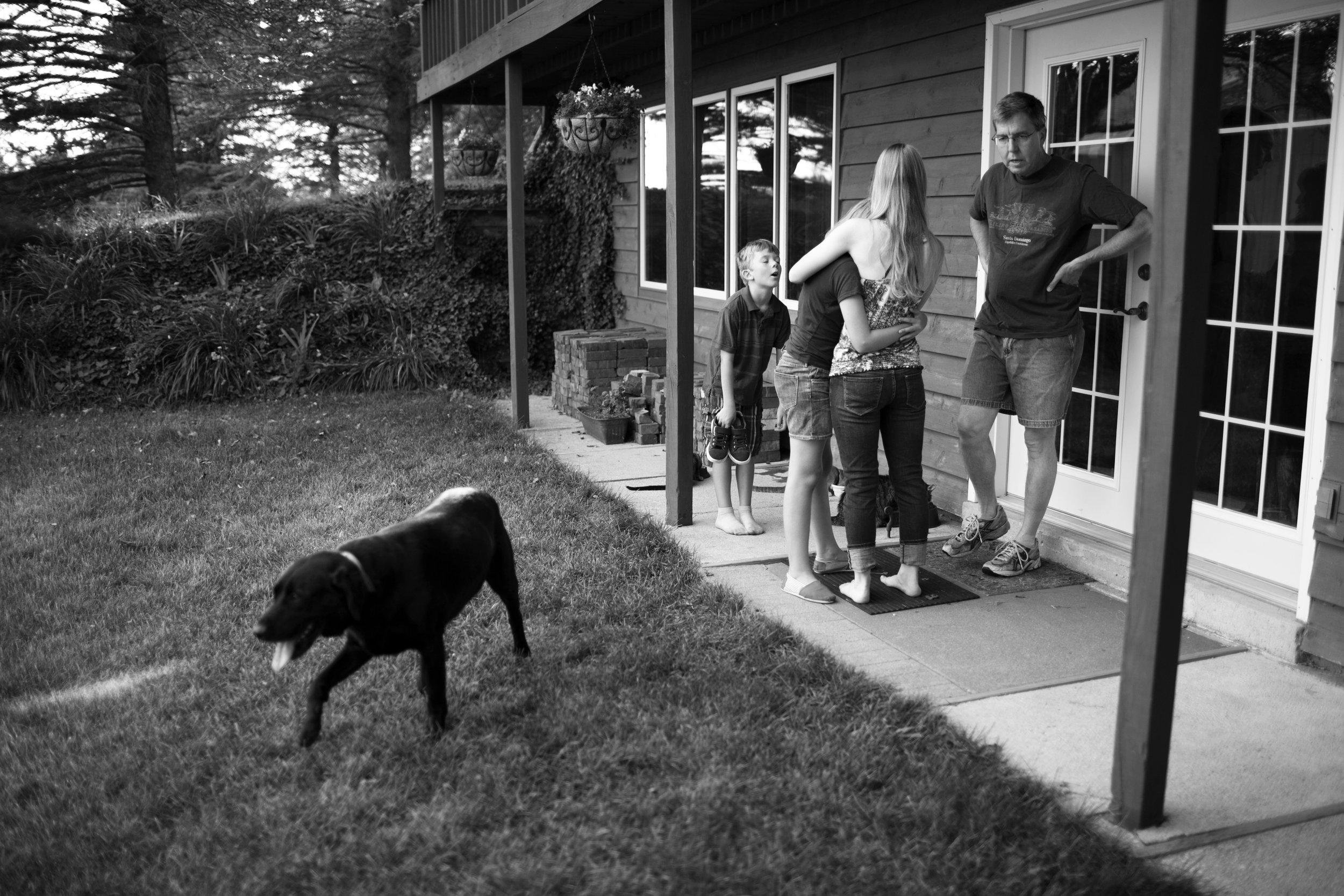 familiy playing in backyard in cedar falls
