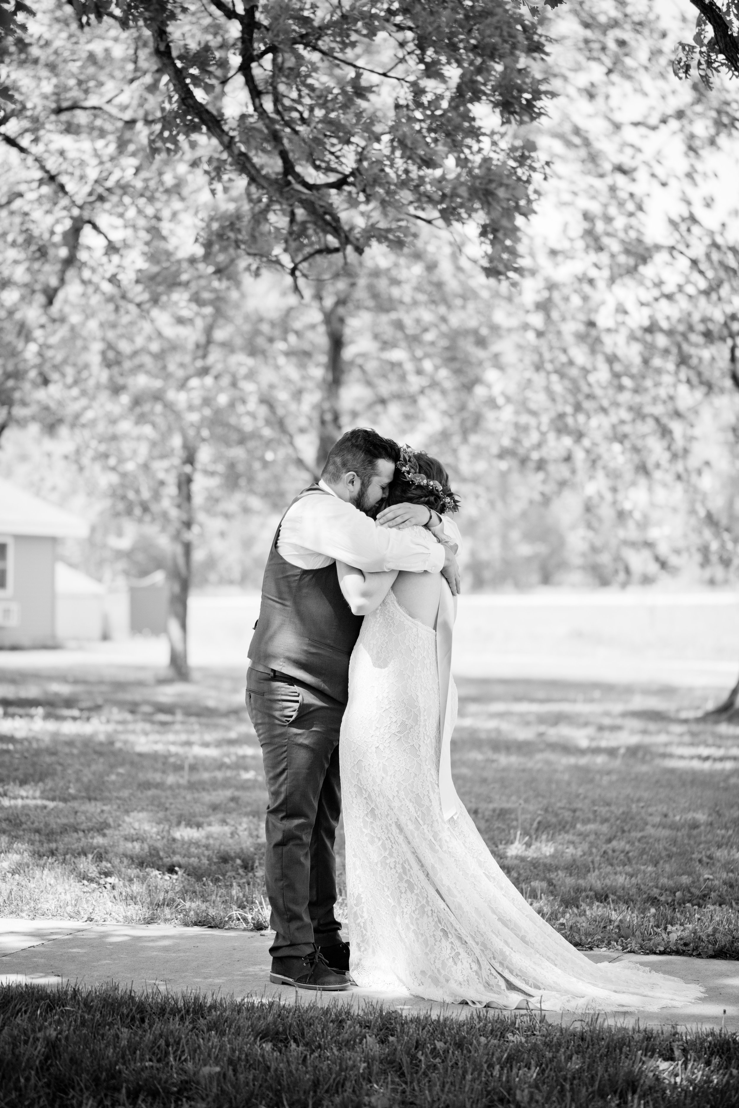 Iowa outdoor wedding venues first look
