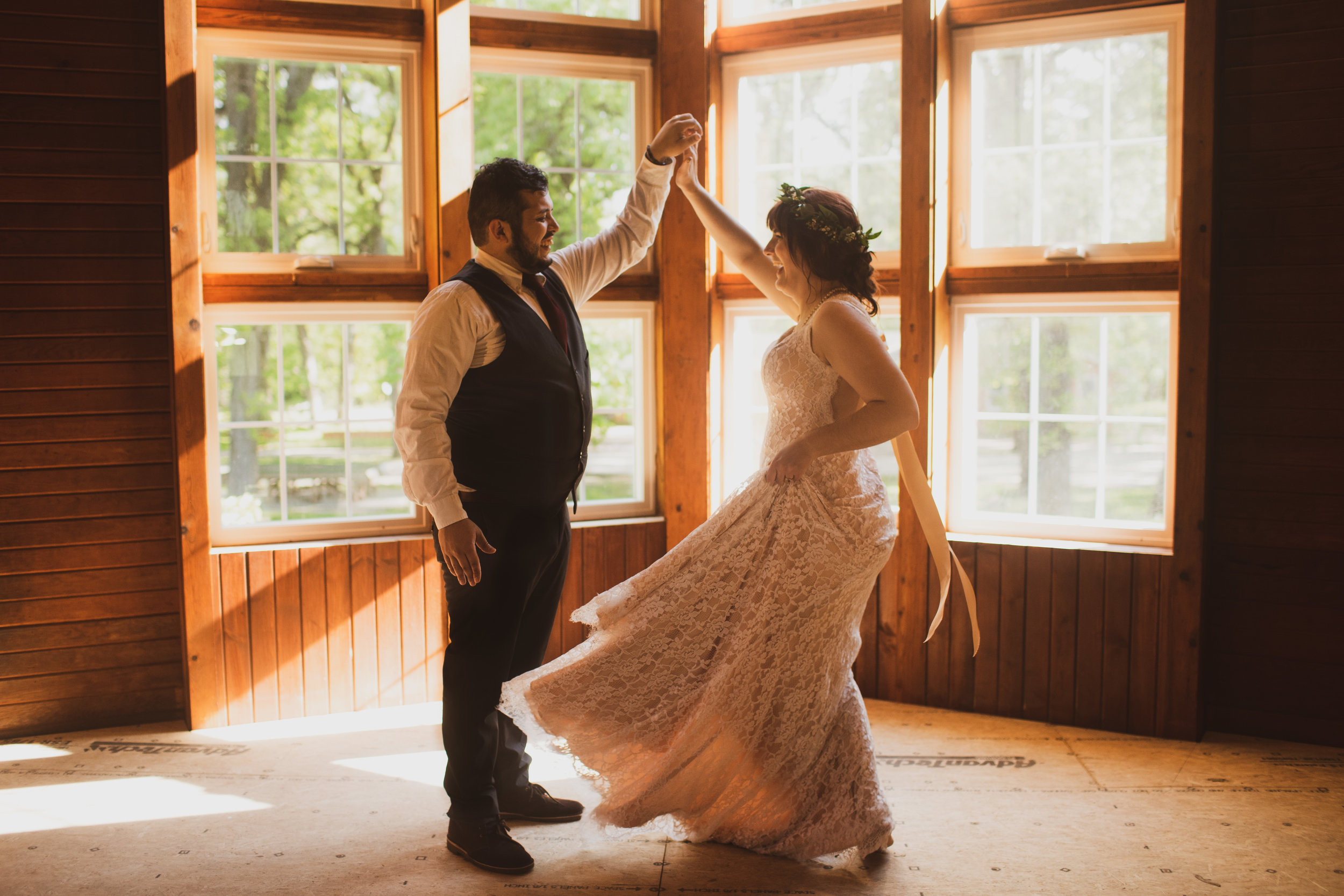 wedding photography in Iowa amelia renee photos real moments with bride and groom