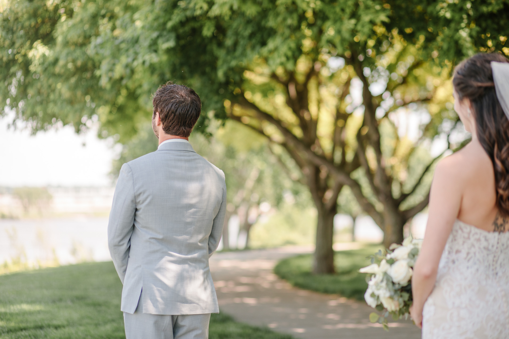 amelia-renee-photography-sioux-city-iowa-wedding-first-look-02.jpg