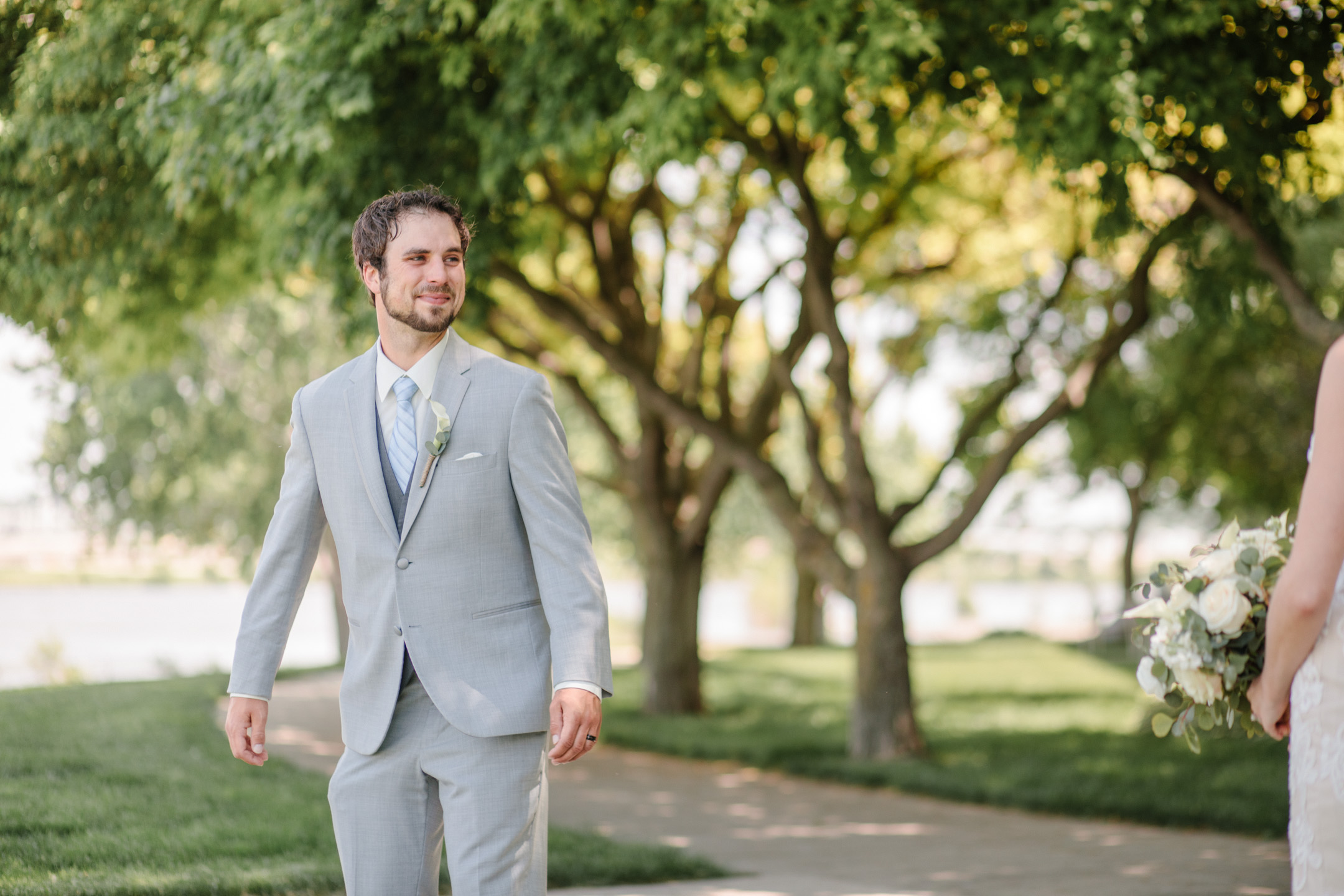 first look clinton and heather sioux city wedding