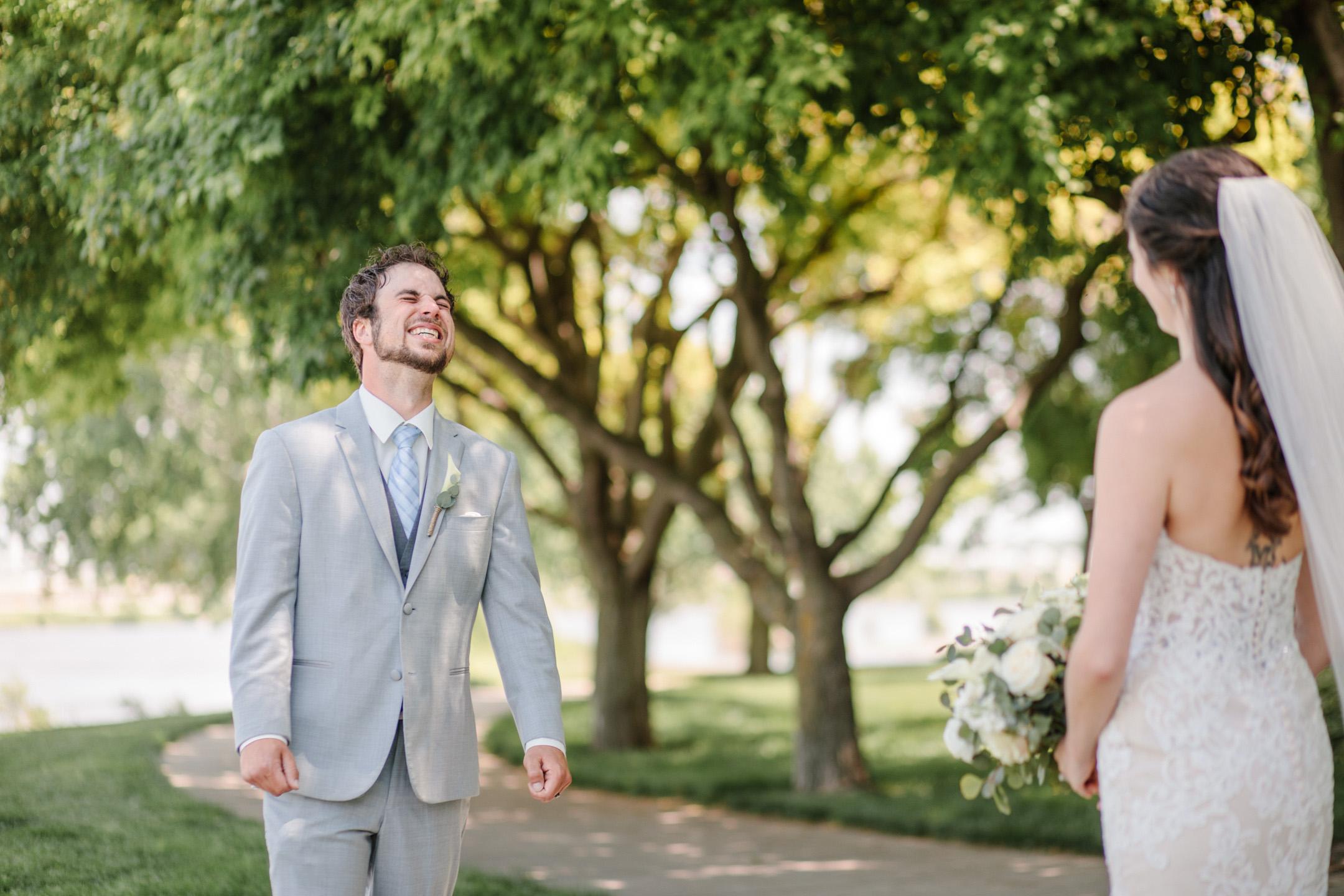 amelia-renee-photography-sioux-city-iowa-wedding-first-look-05.jpg