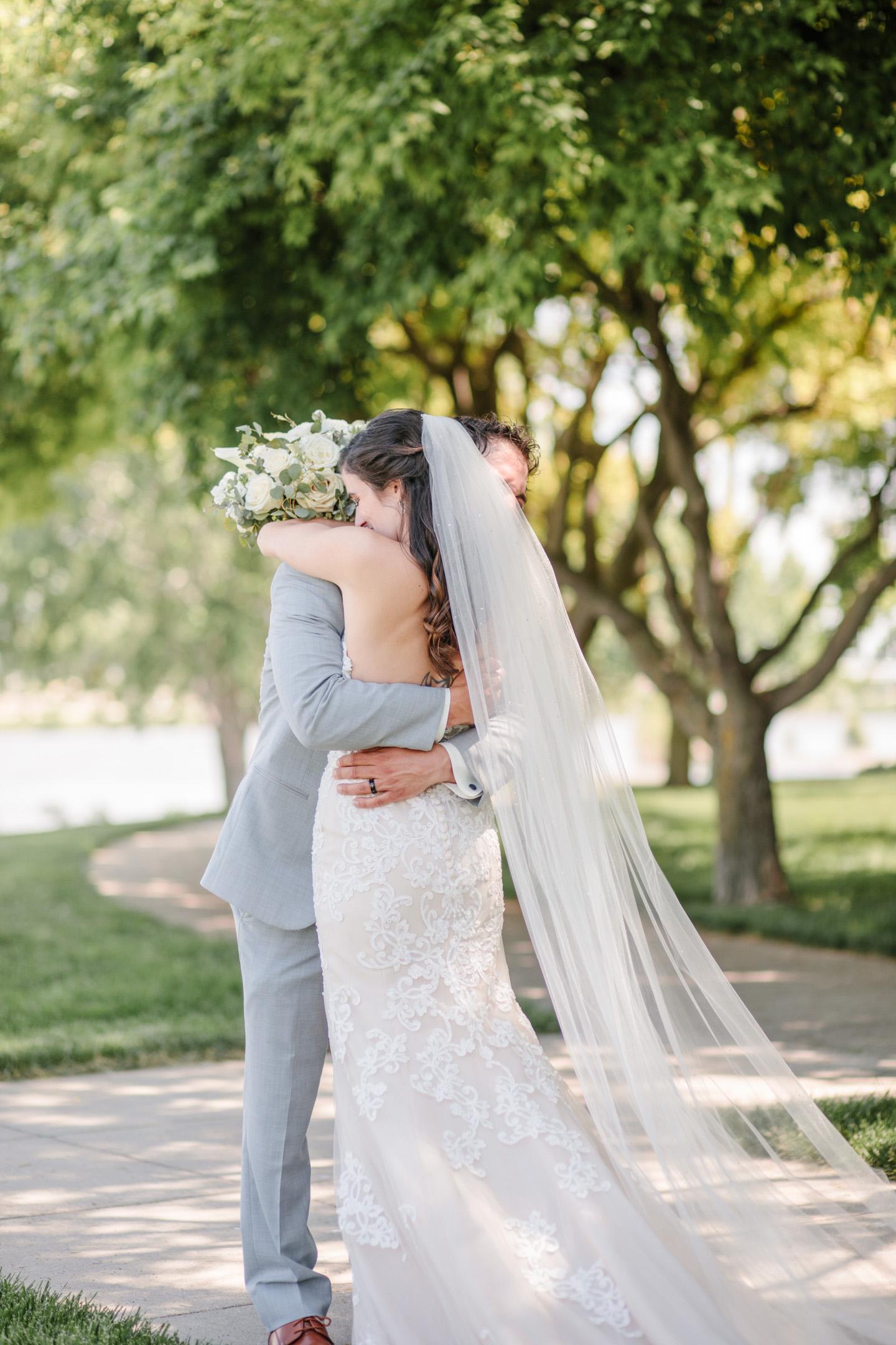 amelia-renee-photography-sioux-city-iowa-wedding-first-look-06.jpg