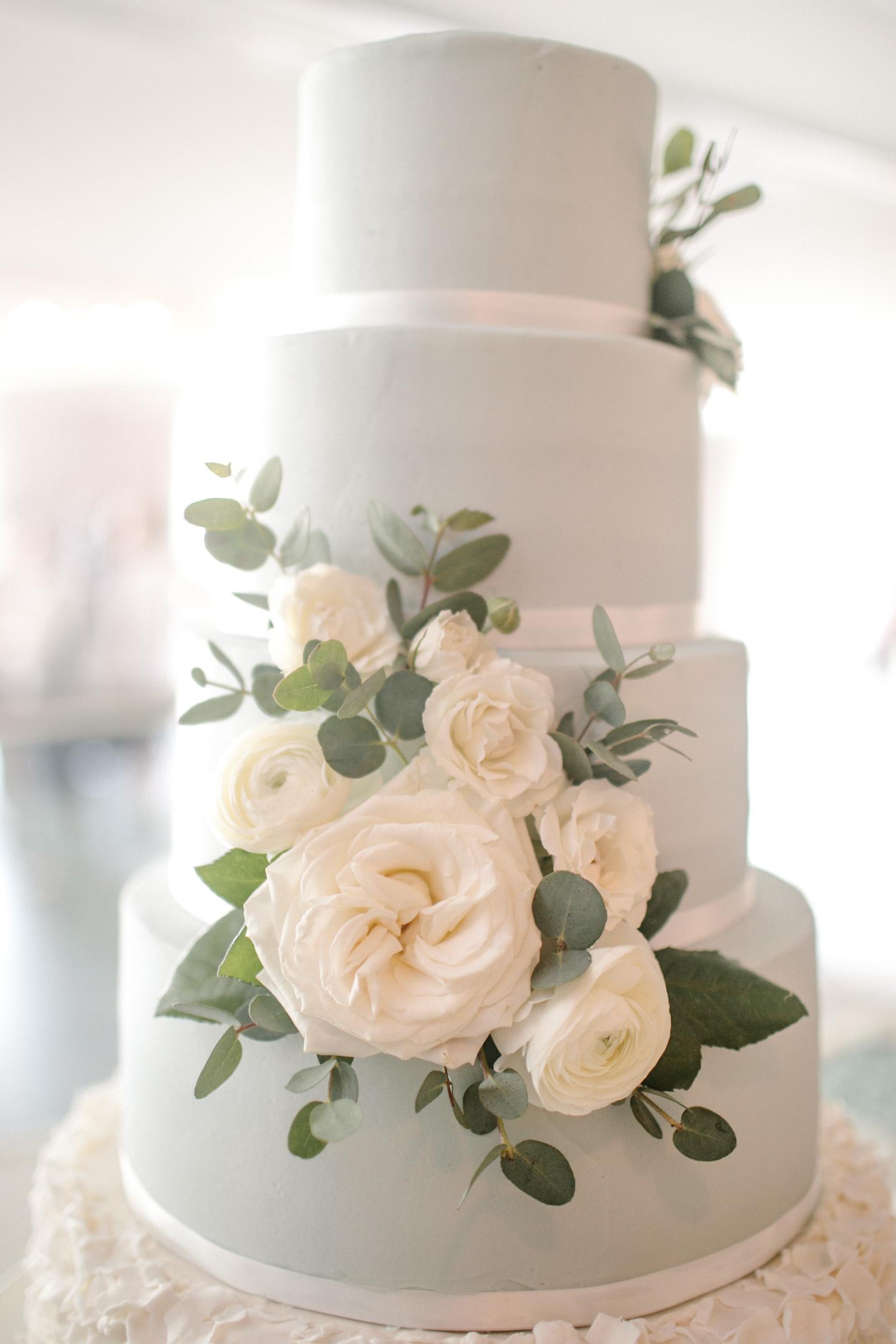 wedding_cake_blue_with_white_ribbon_flowers