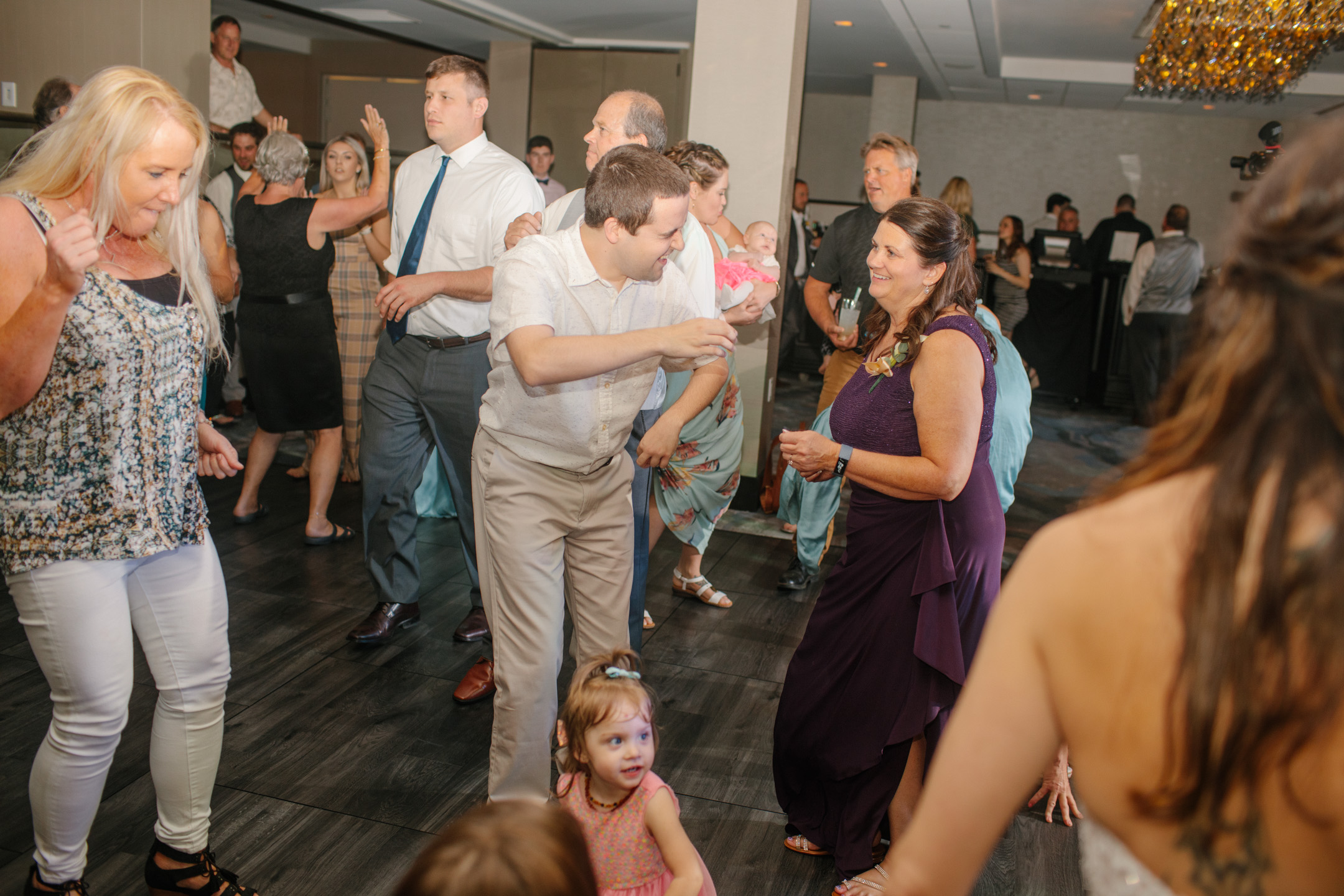 DANCE_PARTY-photos-wedding-des-moines-01