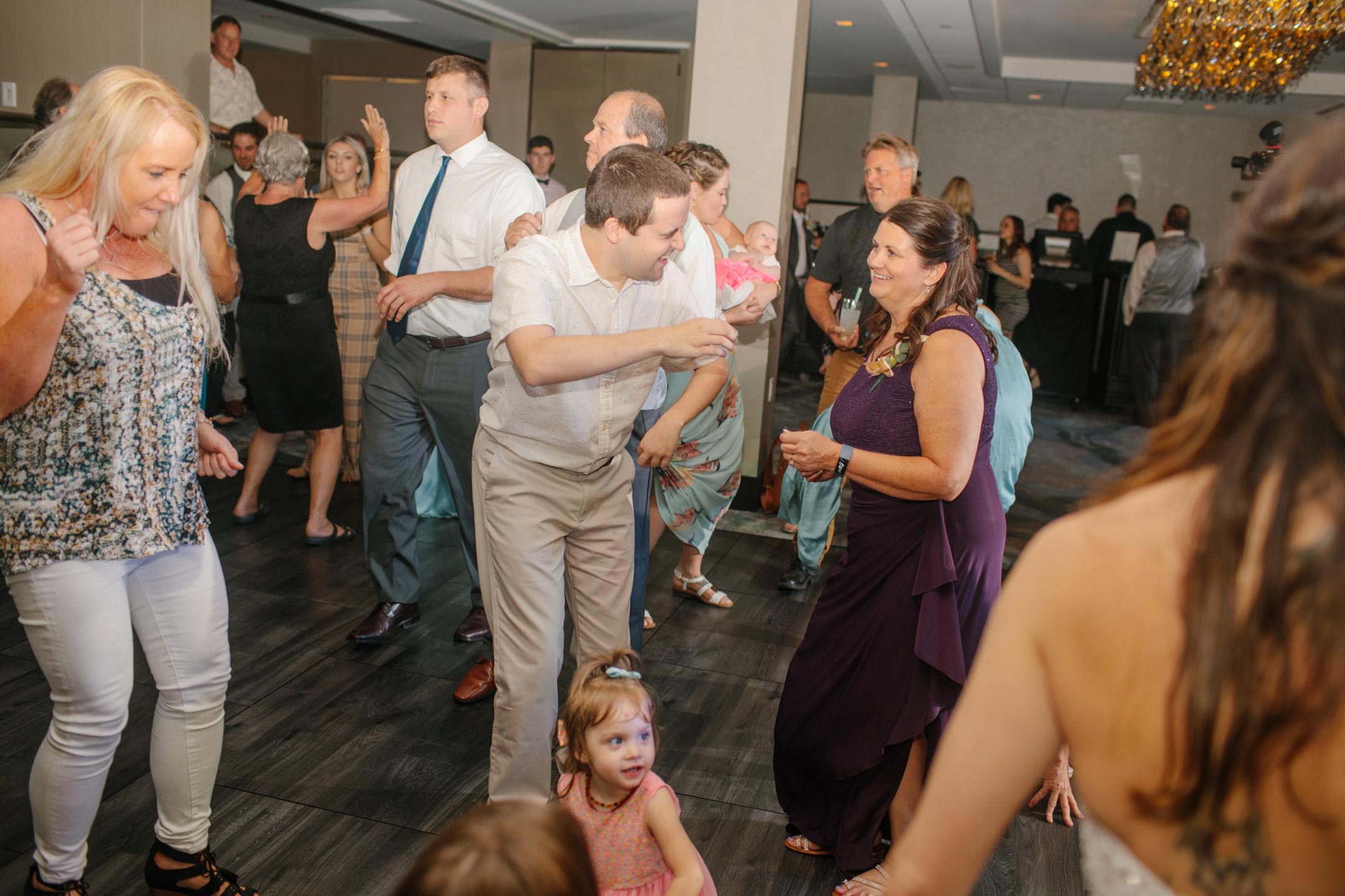 DANCE_PARTY-photos-wedding-des-moines-01