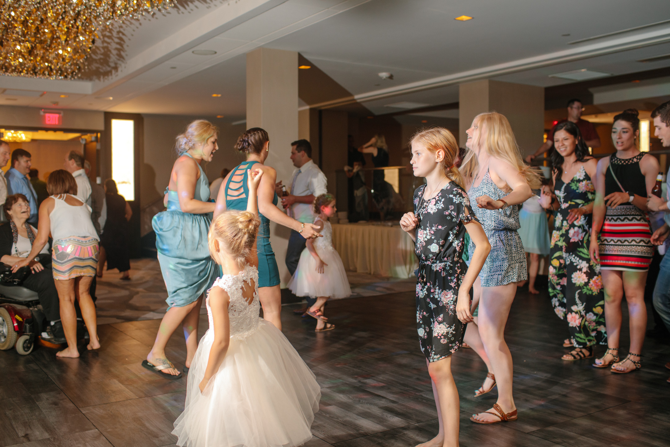 DANCE_PARTY-photos-wedding-des-moines-03