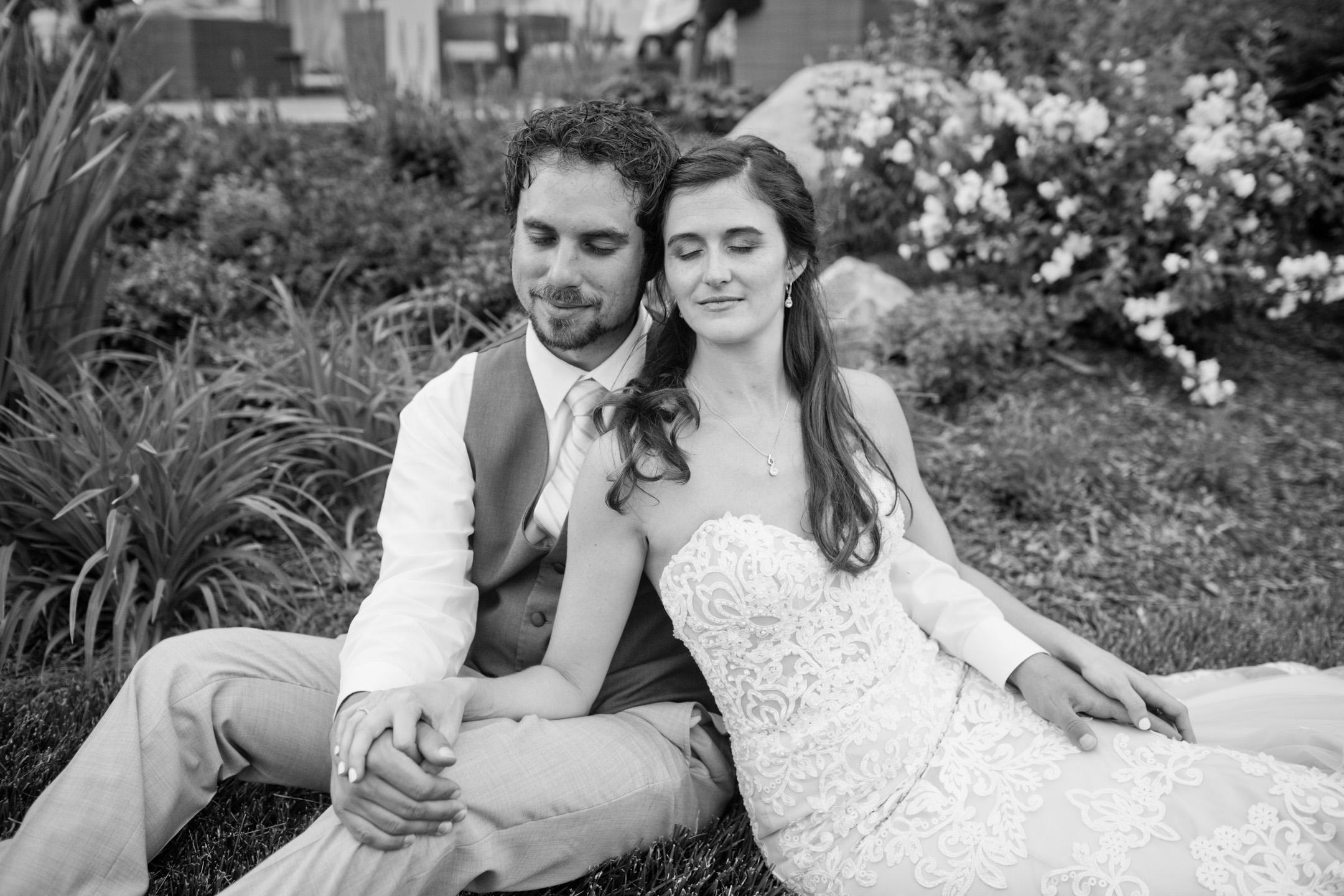 sunset_couples_portraits_iowa_des_moines_wedding_photographers_006
