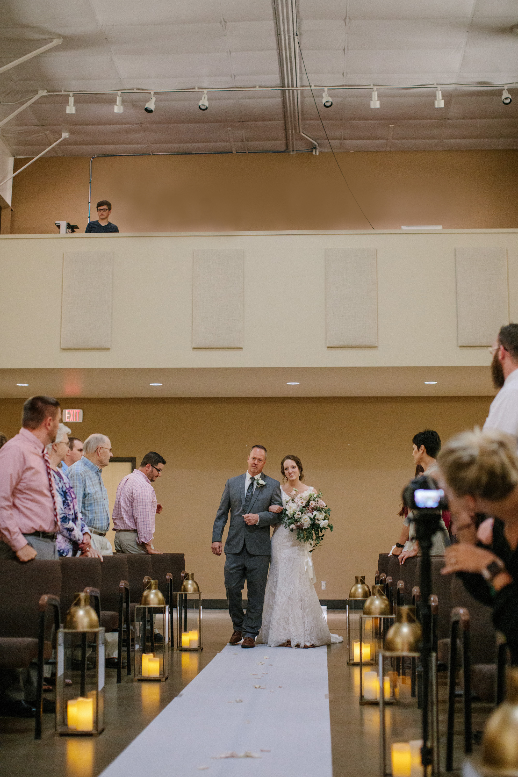jenna_dad_walking_down_aisle_pella_wedding