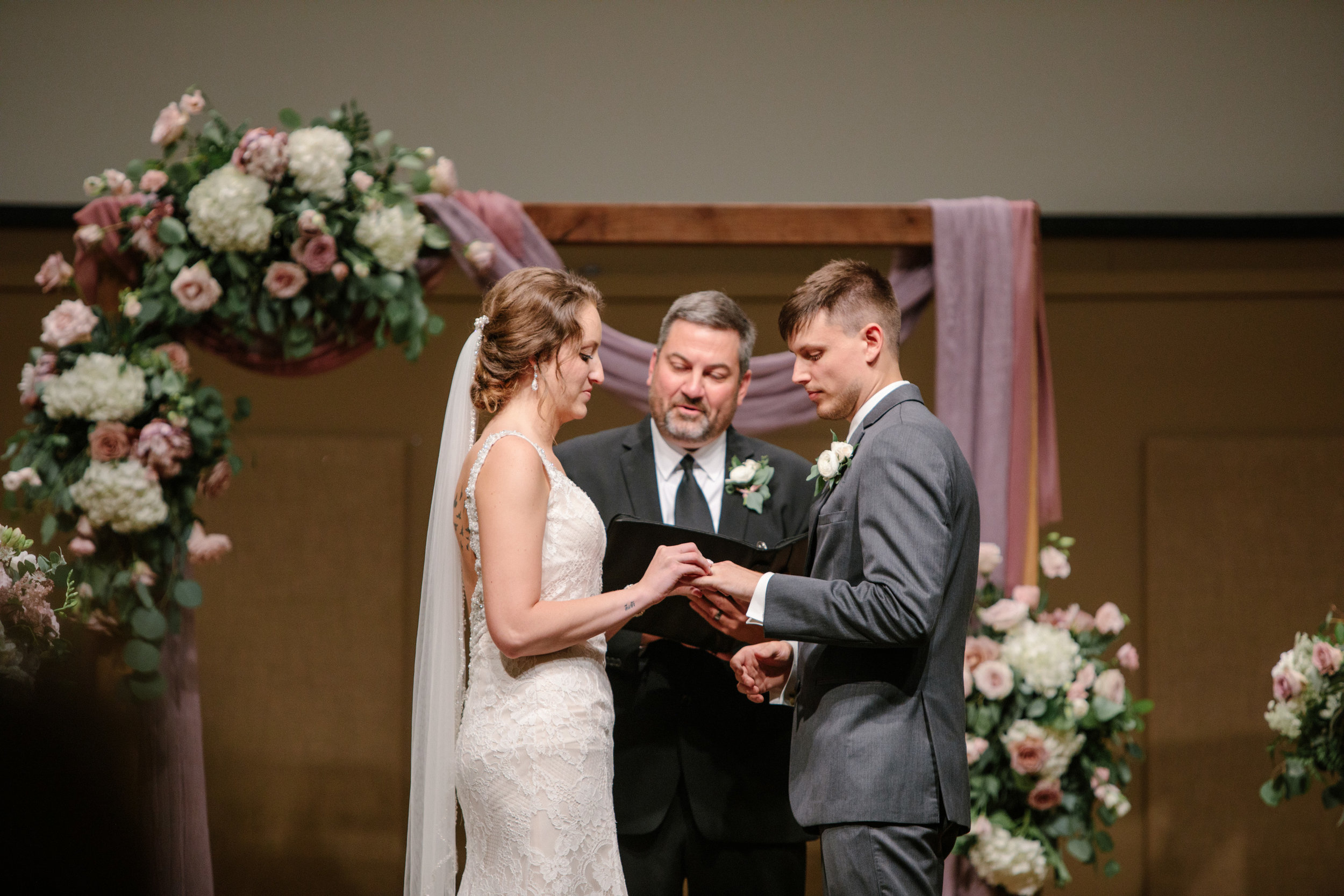 pella_wedding_photographers_iowa_des_moines_jenna_treye_25