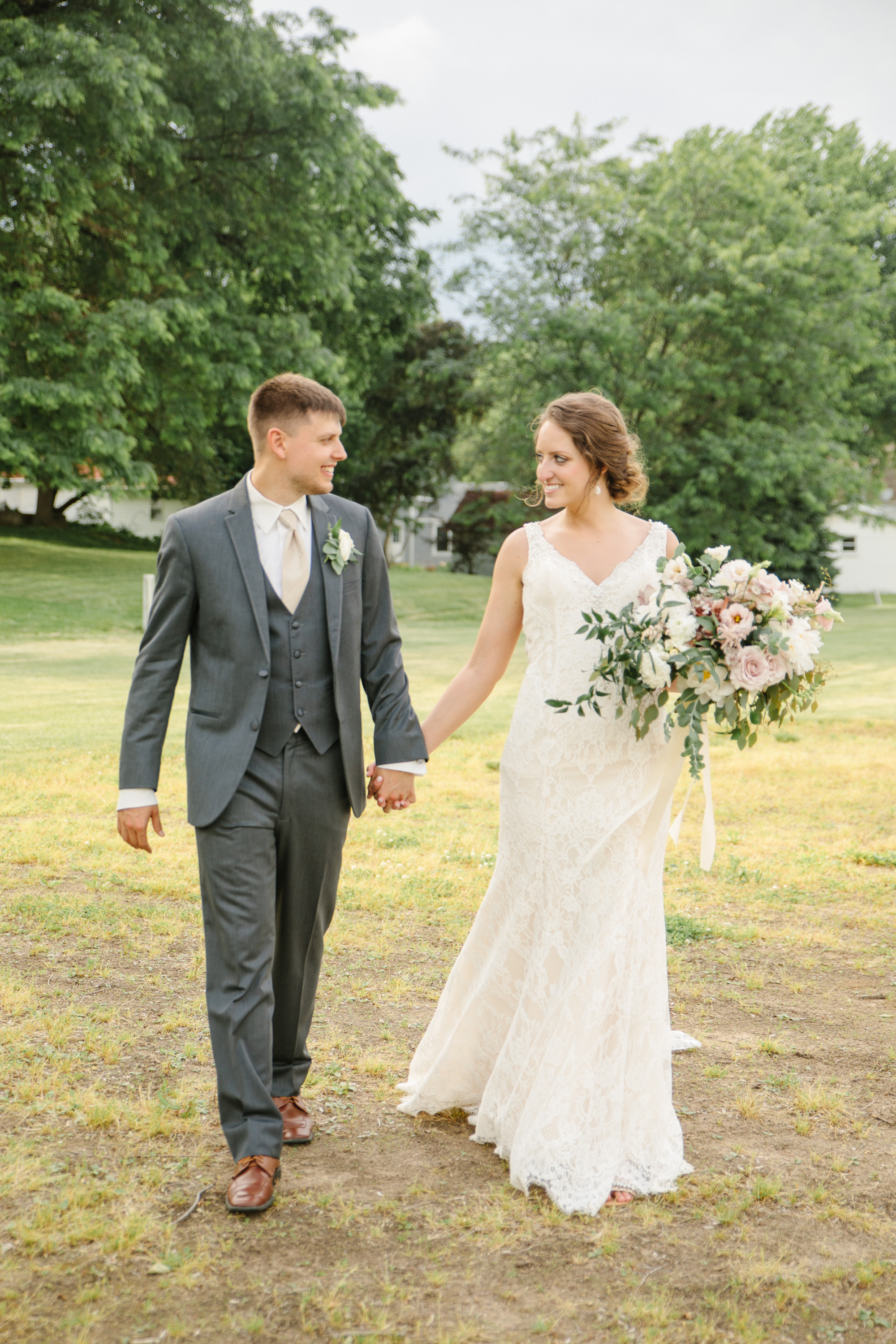 pella_wedding_photographers_iowa_des_moines_jenna_treye_27
