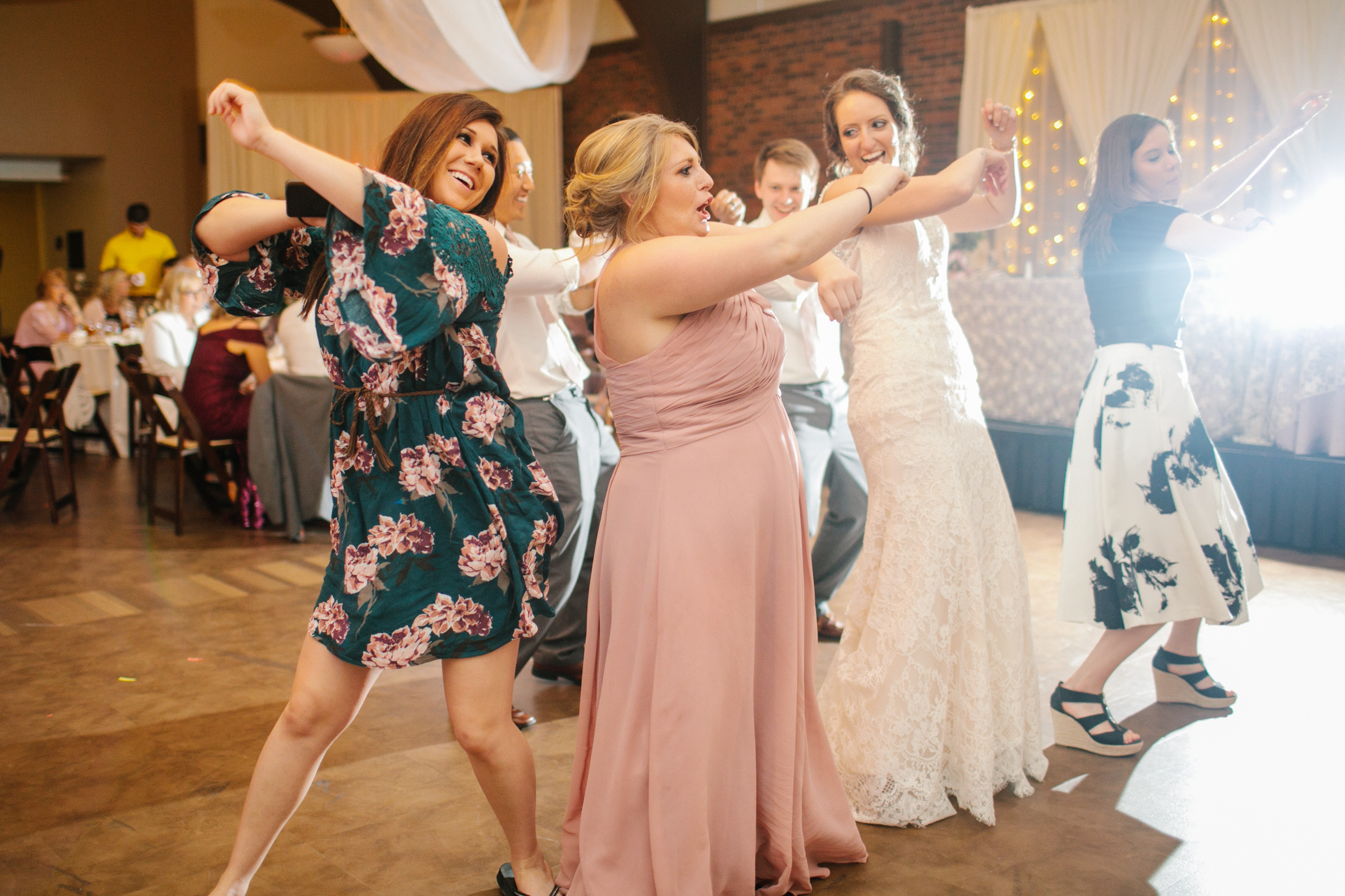pella_wedding_photographers_iowa_des_moines_jenna_treye_46