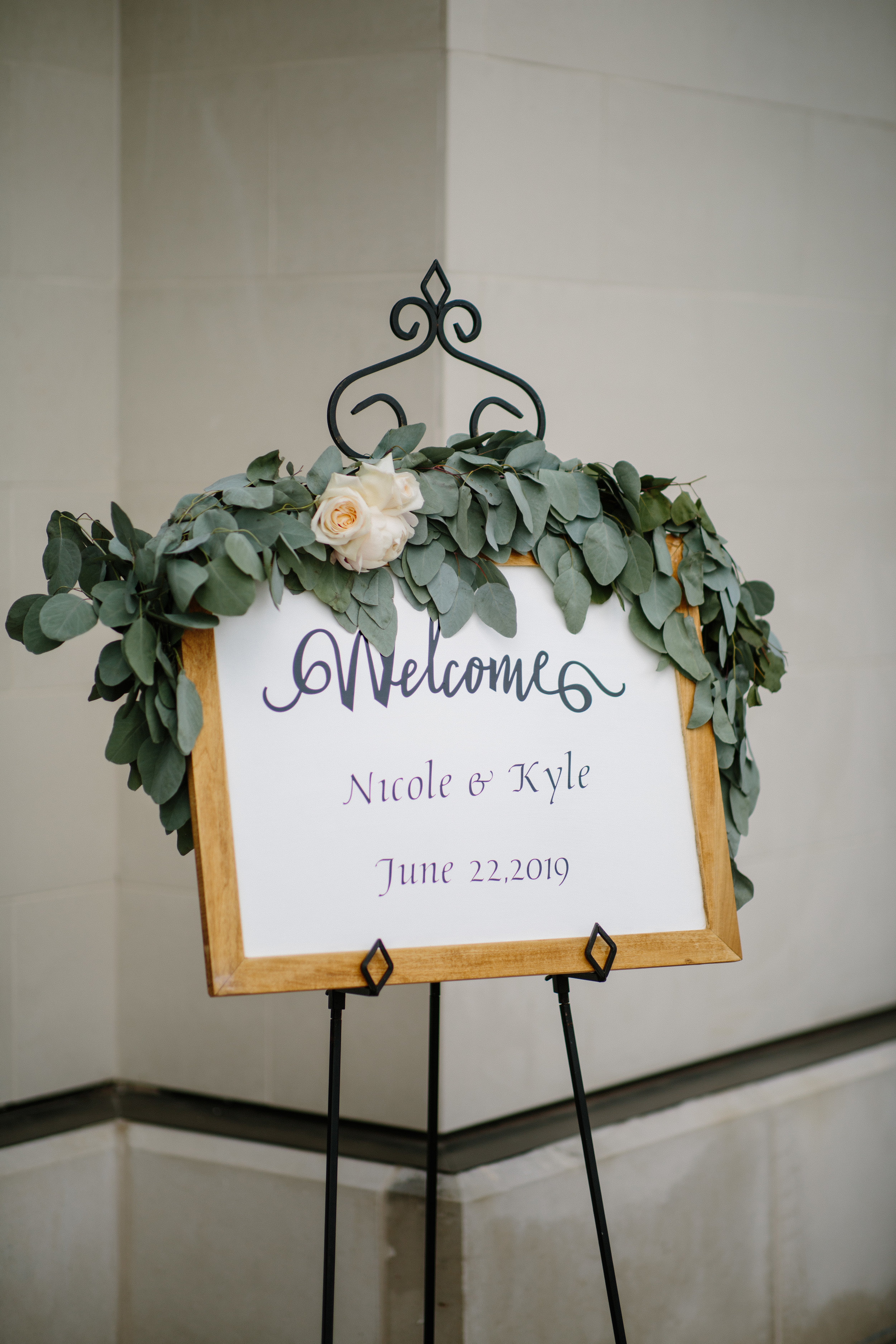 nicole_kyle_west_des_moines_iowa_wedding_photographers_15.jpg