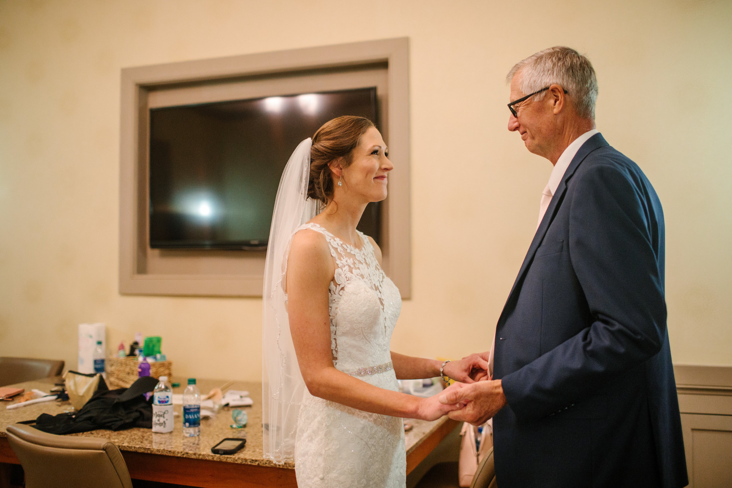 nicole_kyle_west_des_moines_iowa_wedding_photographers_17.jpg