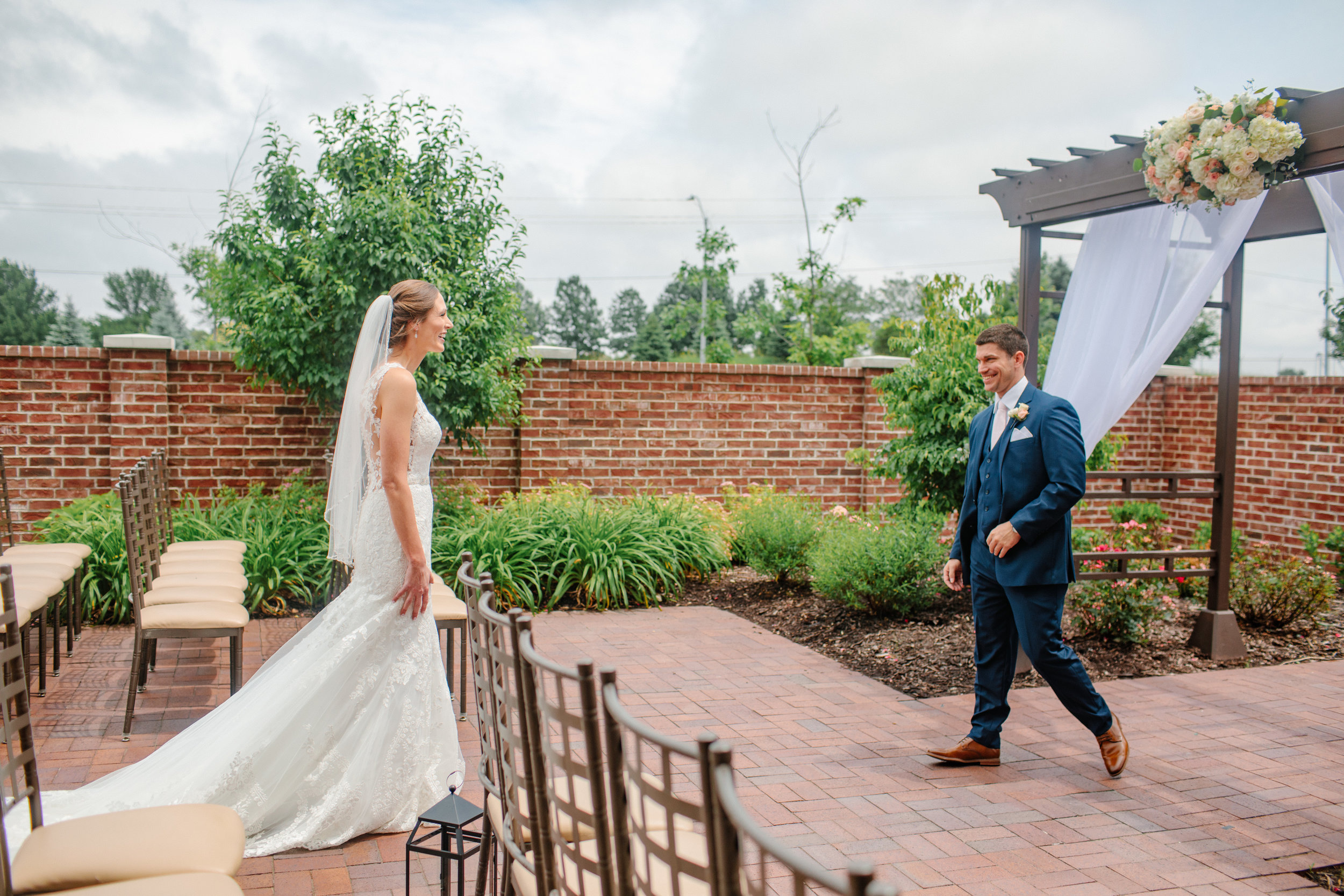 nicole_kyle_west_des_moines_iowa_wedding_photographers_23.jpg