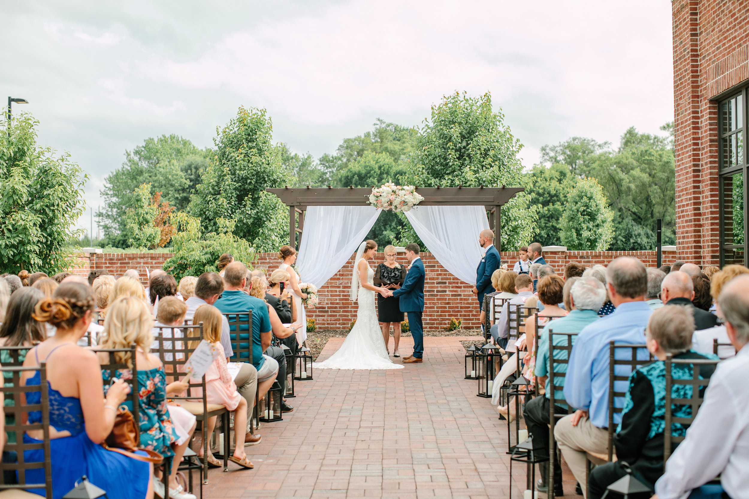 nicole_kyle_west_des_moines_iowa_wedding_photographers_46.jpg