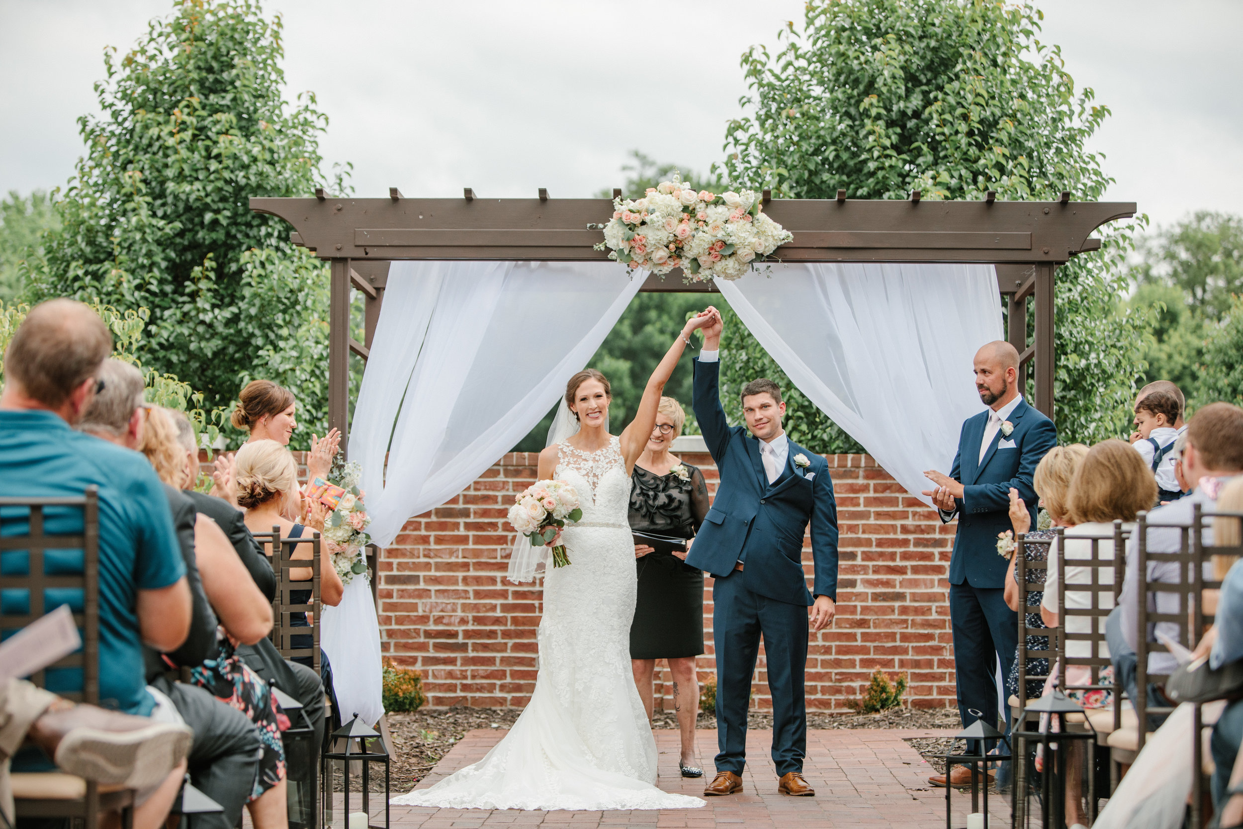 des moines wedding ceremony outdoors