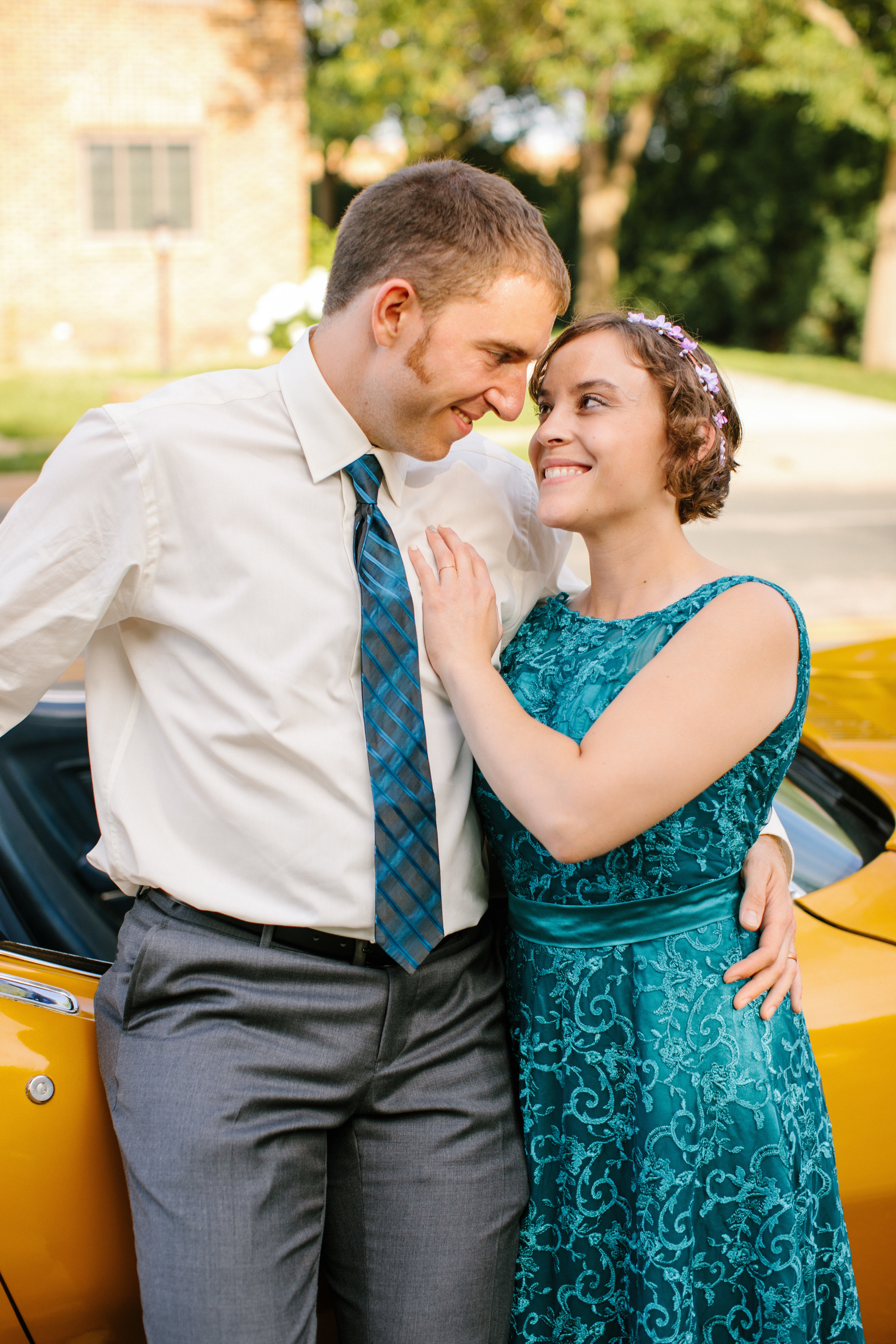 wedding pictures with vintage corvette