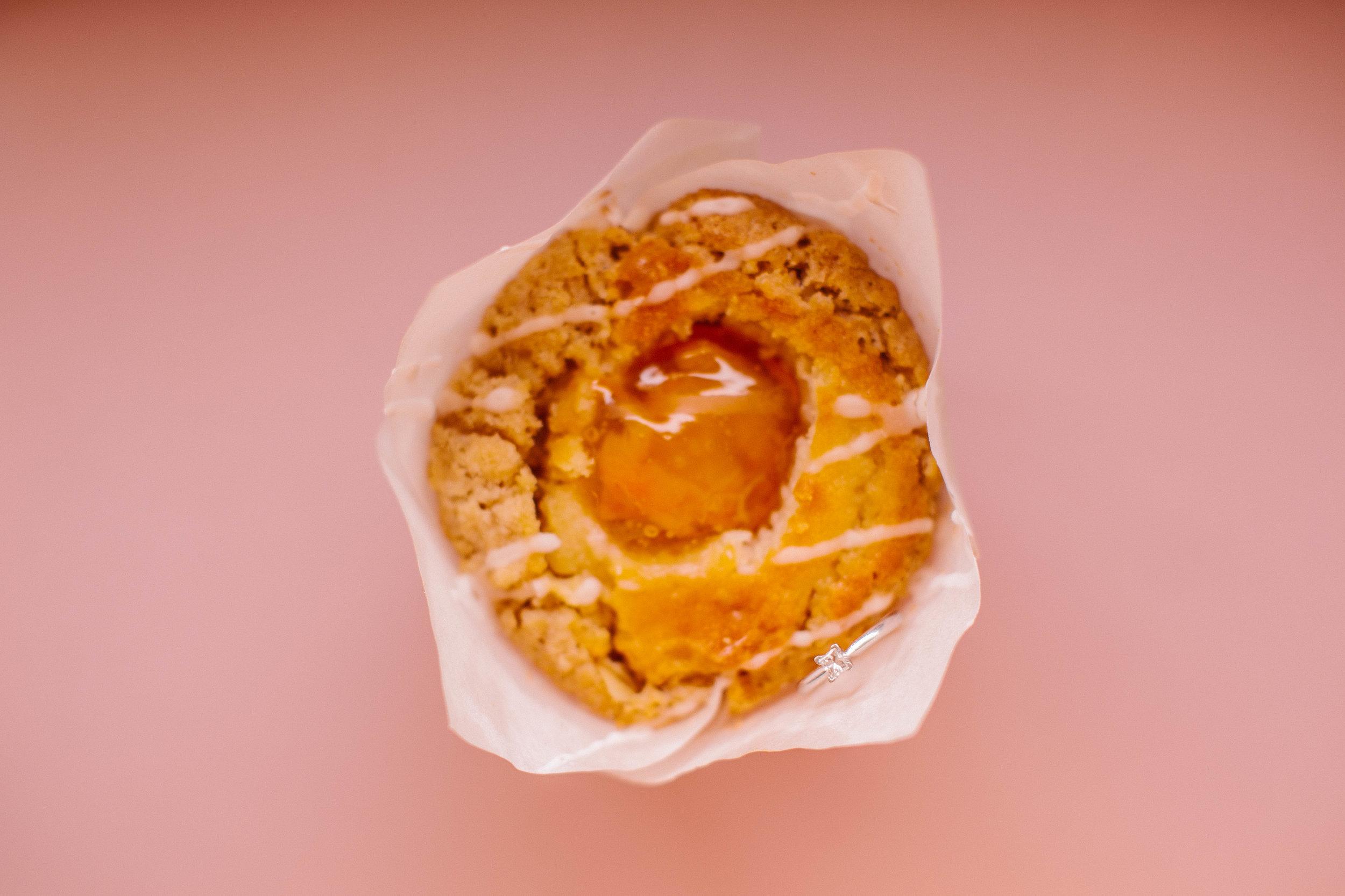 pink_diner_seats_cupcake_engagement_photos
