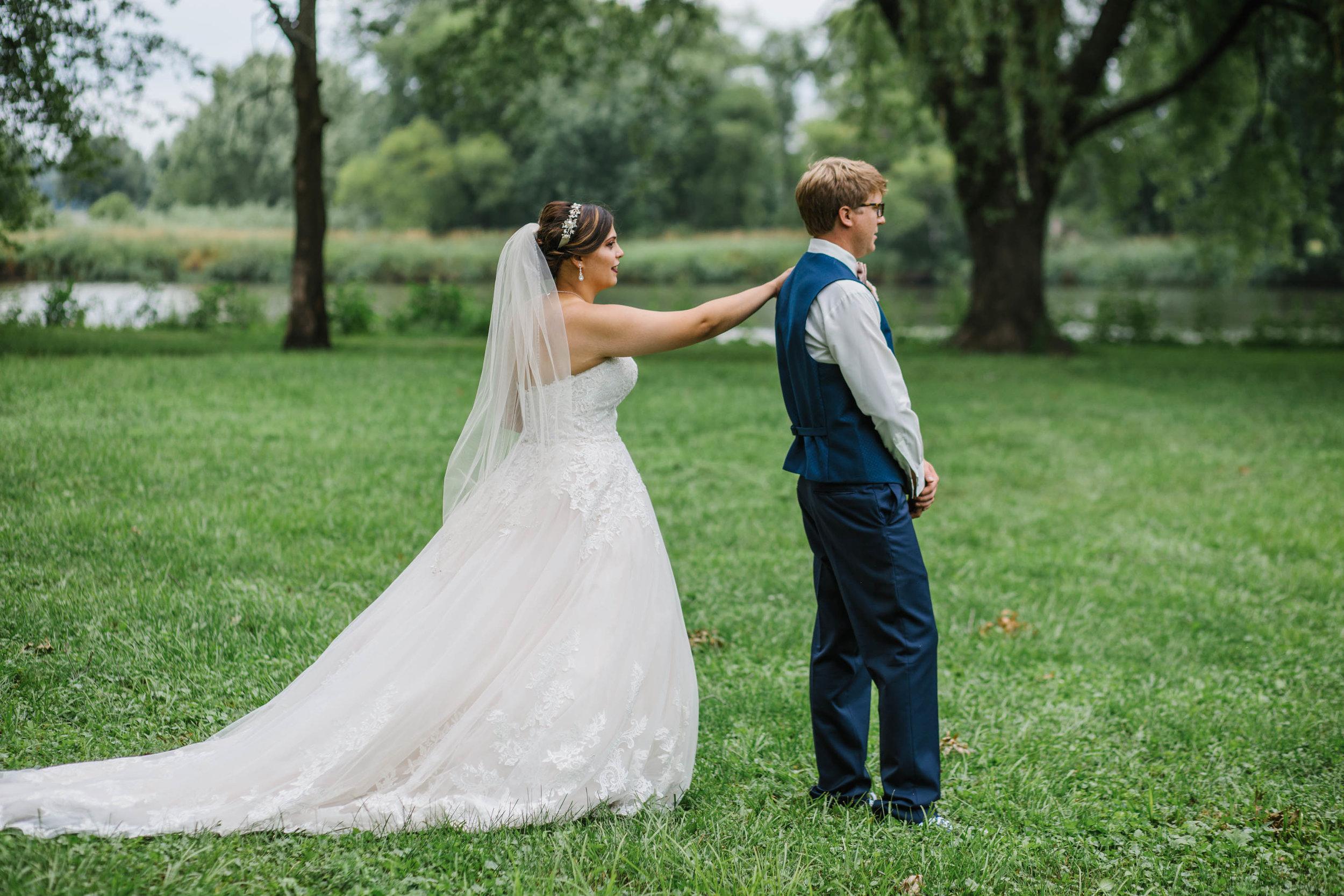 waverly iowa first look bride groom