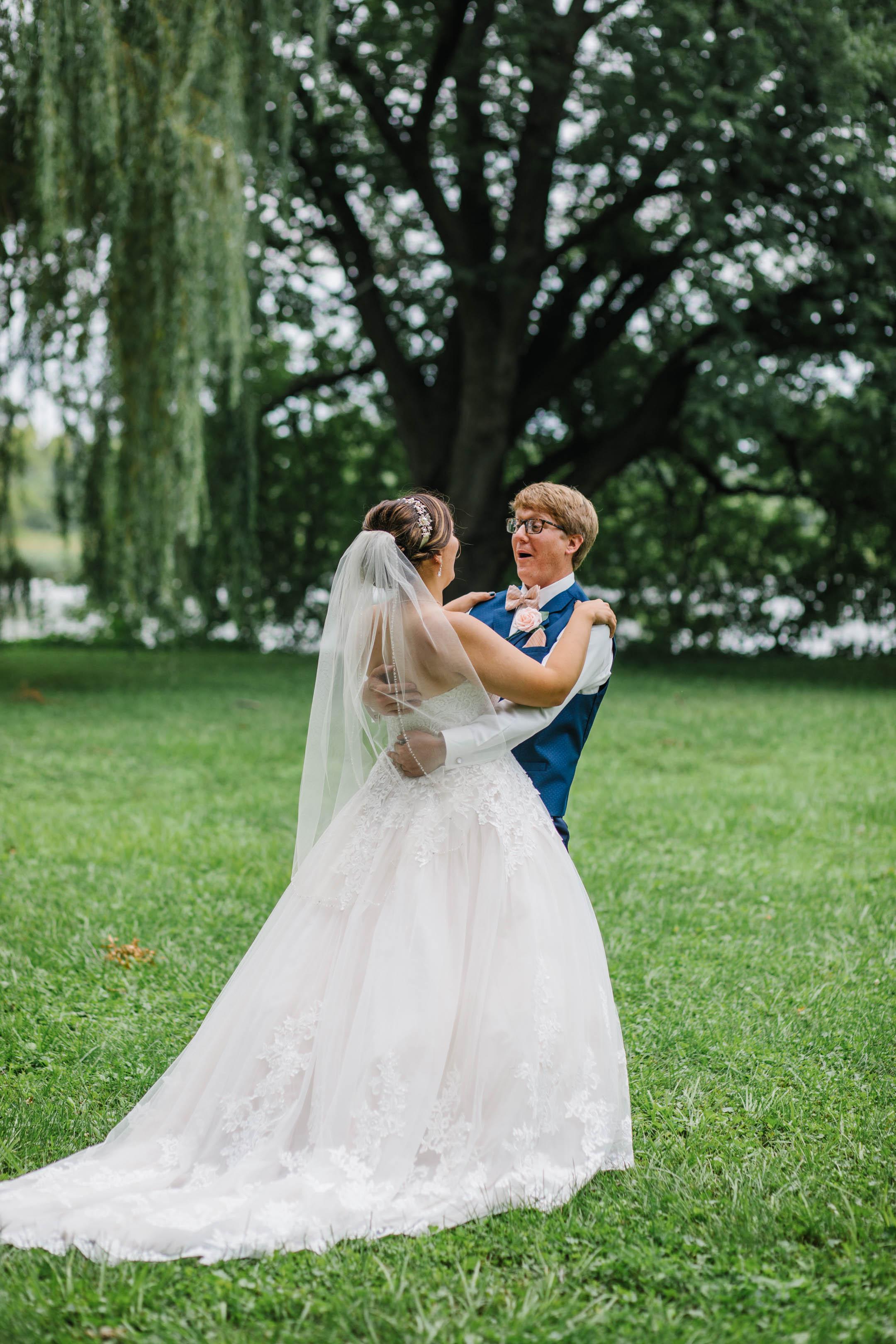 candid wedding moments iowawed weddingpioneer cedar falls waterloo waverly