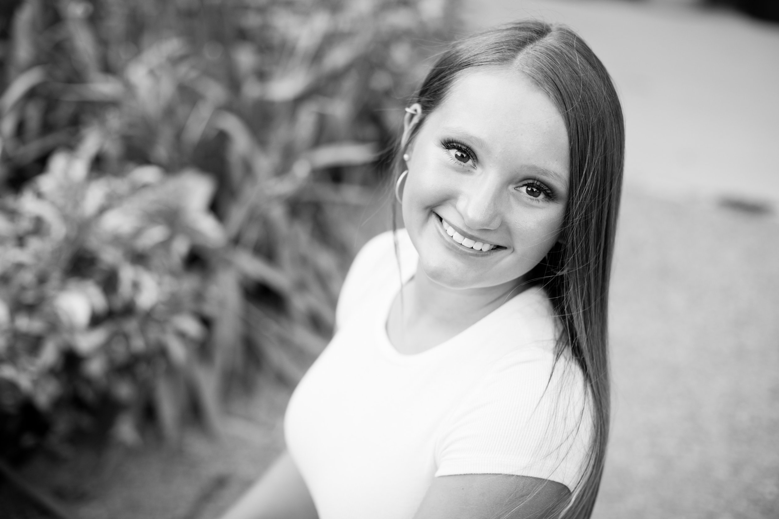 amelia renee is a senior portrait photographer in des moines iowa