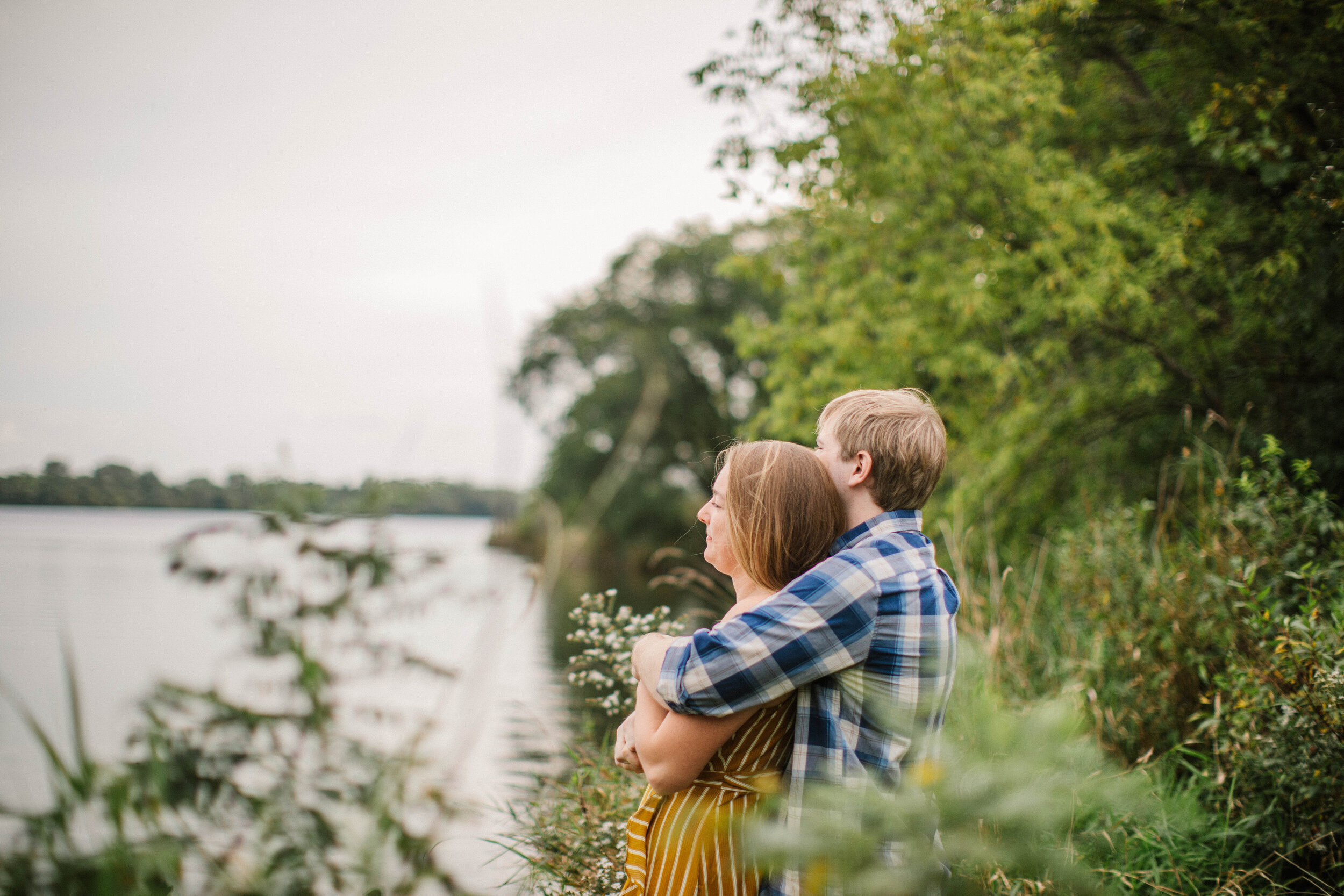 saylorville lake iowa engagement pictures