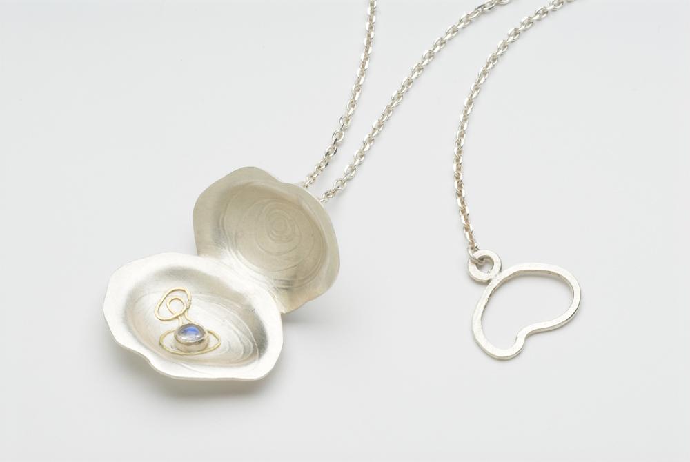 Oyster-necklace-web.jpg