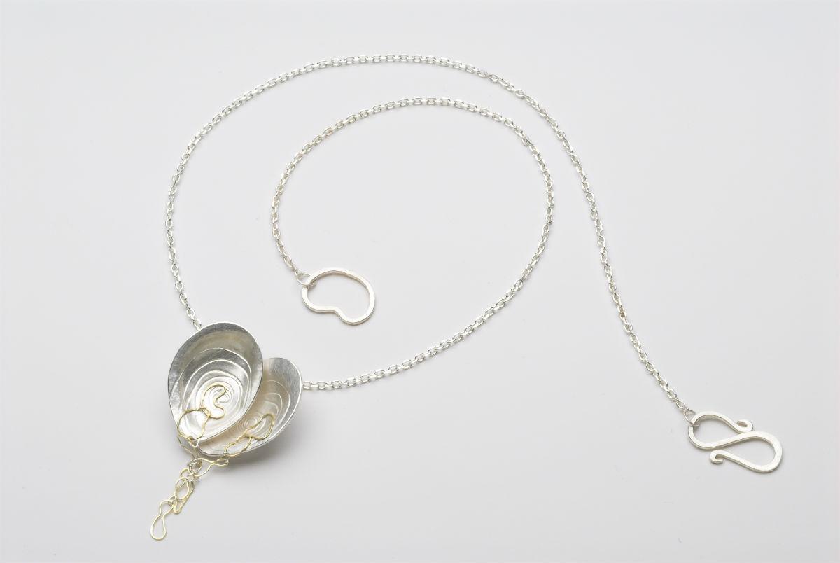 Golden-oyster-link-necklace-web.jpg