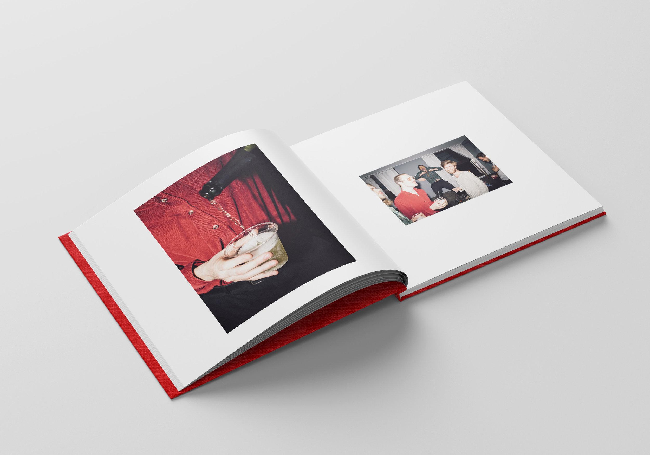 Square_Book_Mockup_4_innen_v3.jpg