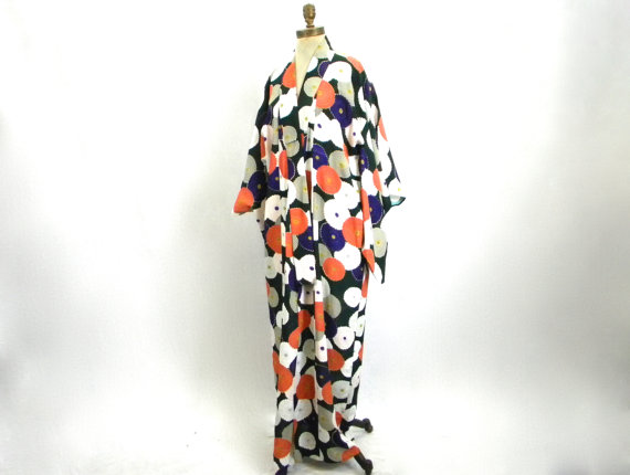 You can purchase this vintage kimono for $225- from  GlennasVintageShop