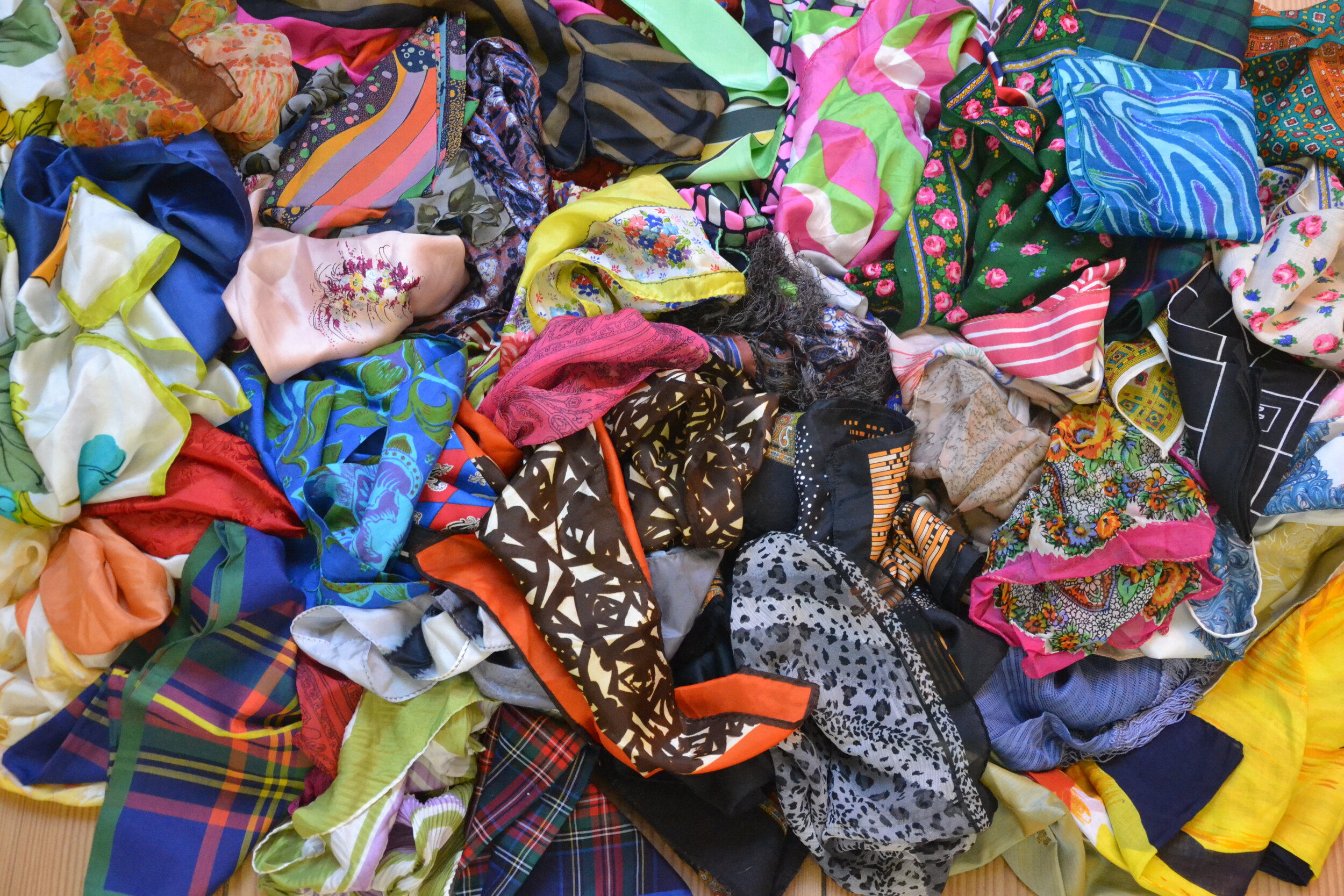 Accessories Bargain Pop Up October 17 & 18 - $3 to $10 vintage and designer scarves and handkerchiefs, neckties, belts, and gloves!October 17th & 18th 10:30 am - 2:30 pm