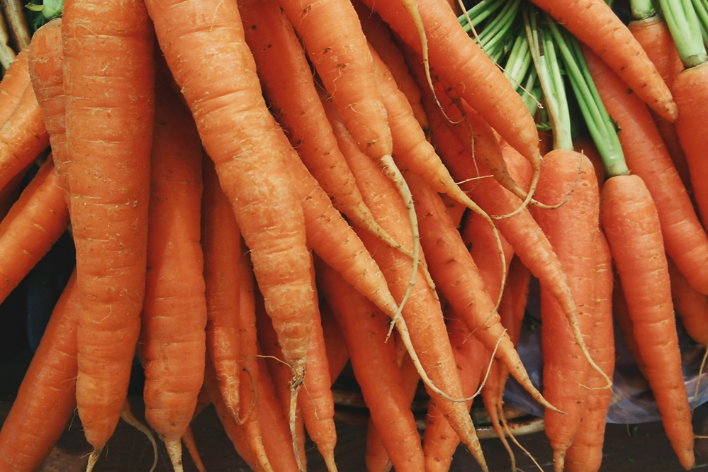 1. Carrots - Orange, red, yellow, even purple! Carrots are full of vitamins and minerals including Vitamin A, Vitamin C, potassium, and fiber. Babies love their sweet taste and will be fascinated by the bright colors. Serve carrots well-cooked, either pureed or cut into long sticks and steamed or roasted for older babies.