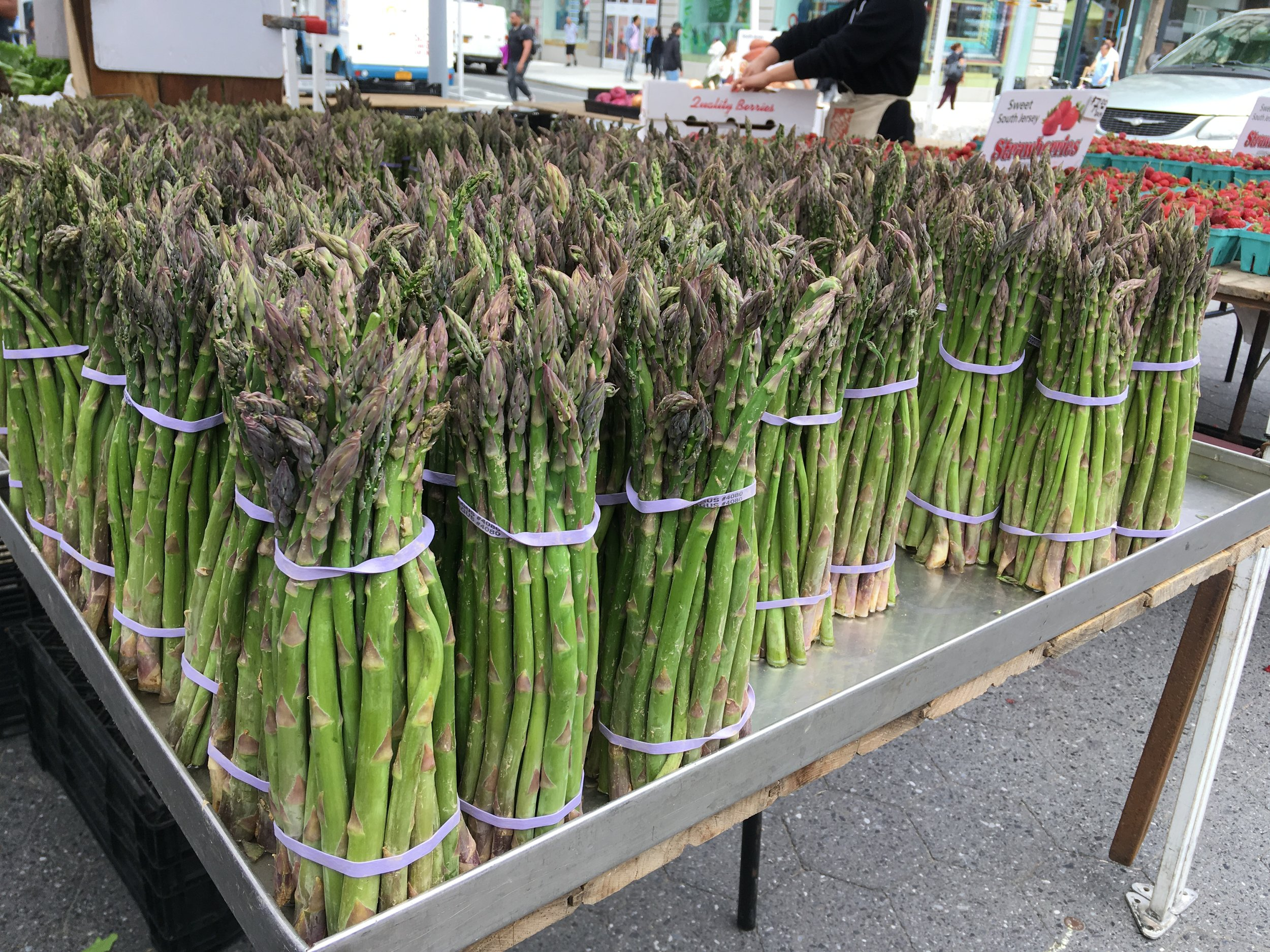 green asparagus at the farmers market