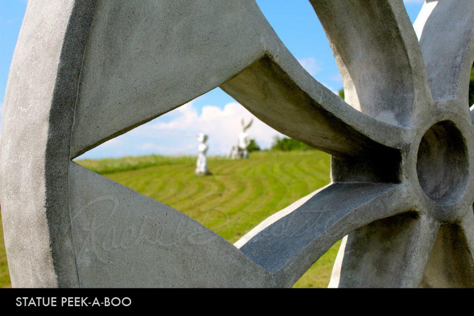 Statue Peek-a-boo.jpg